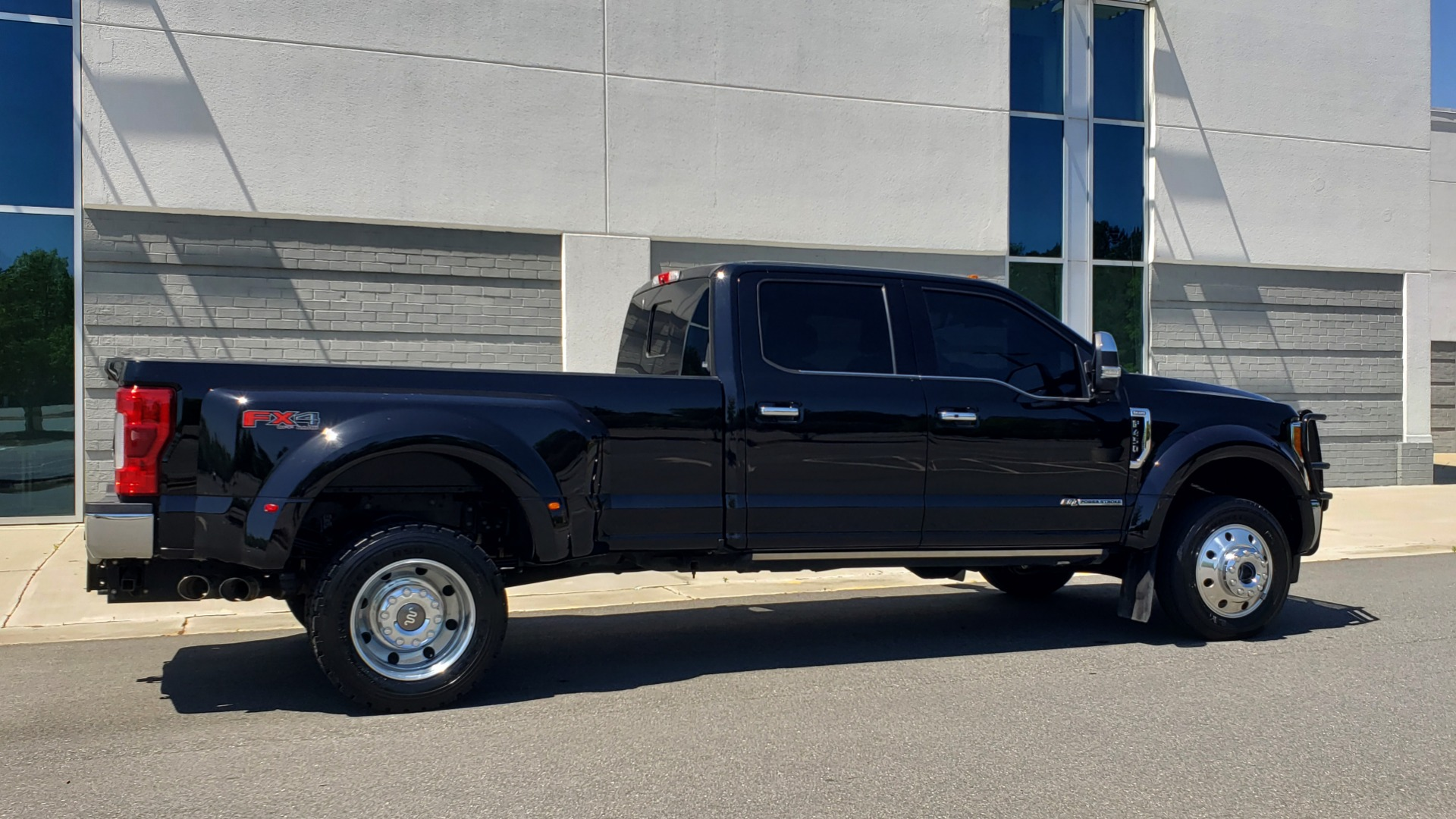 Used 2017 Ford SUPER DUTY F-450 DRW KING RANCH 4X4 / 176IN WB / 6.7L POWER-STROKE / LOADED for sale Sold at Formula Imports in Charlotte NC 28227 11