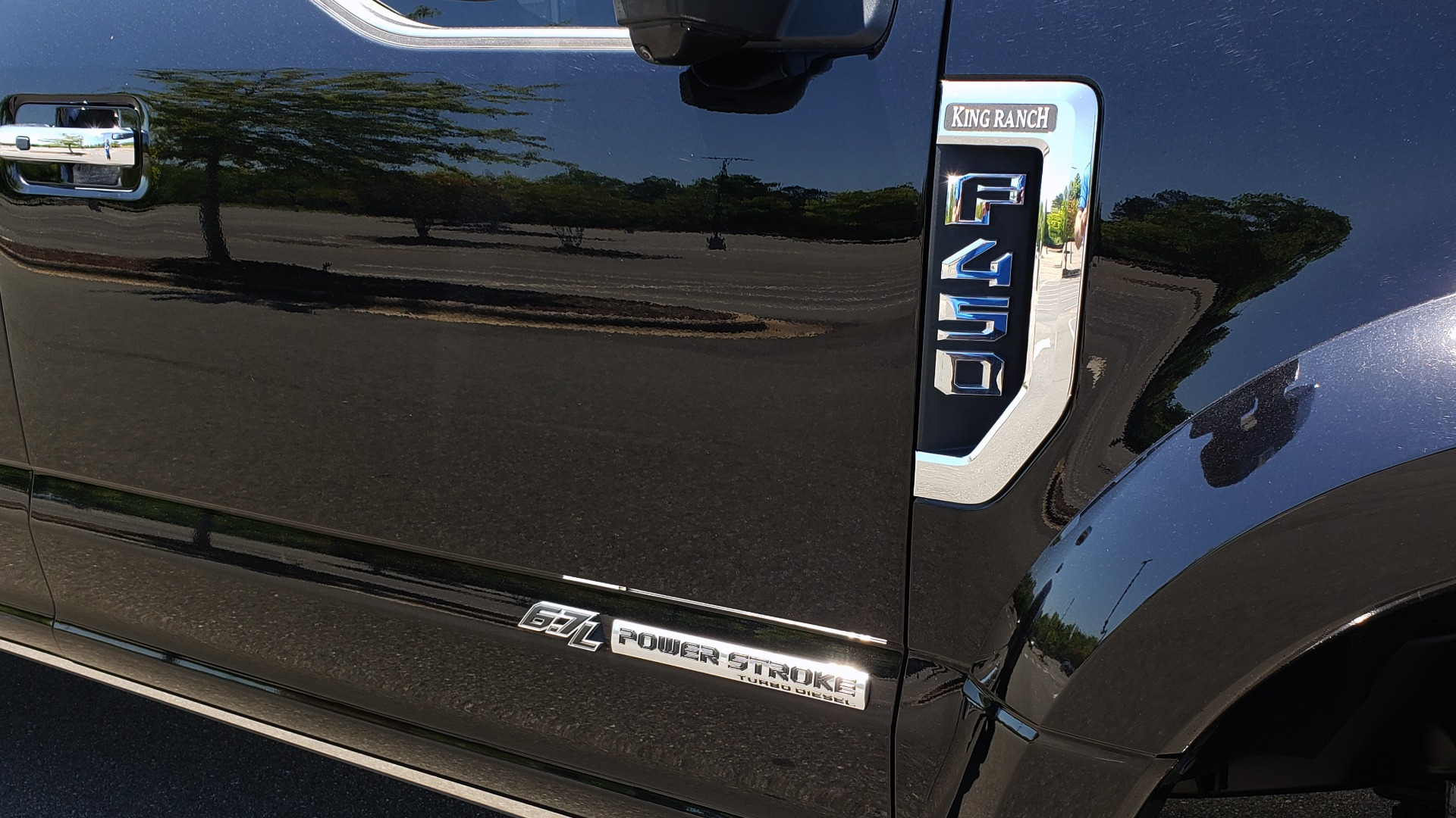 Used 2017 Ford SUPER DUTY F-450 DRW KING RANCH 4X4 / 176IN WB / 6.7L POWER-STROKE / LOADED for sale Sold at Formula Imports in Charlotte NC 28227 14