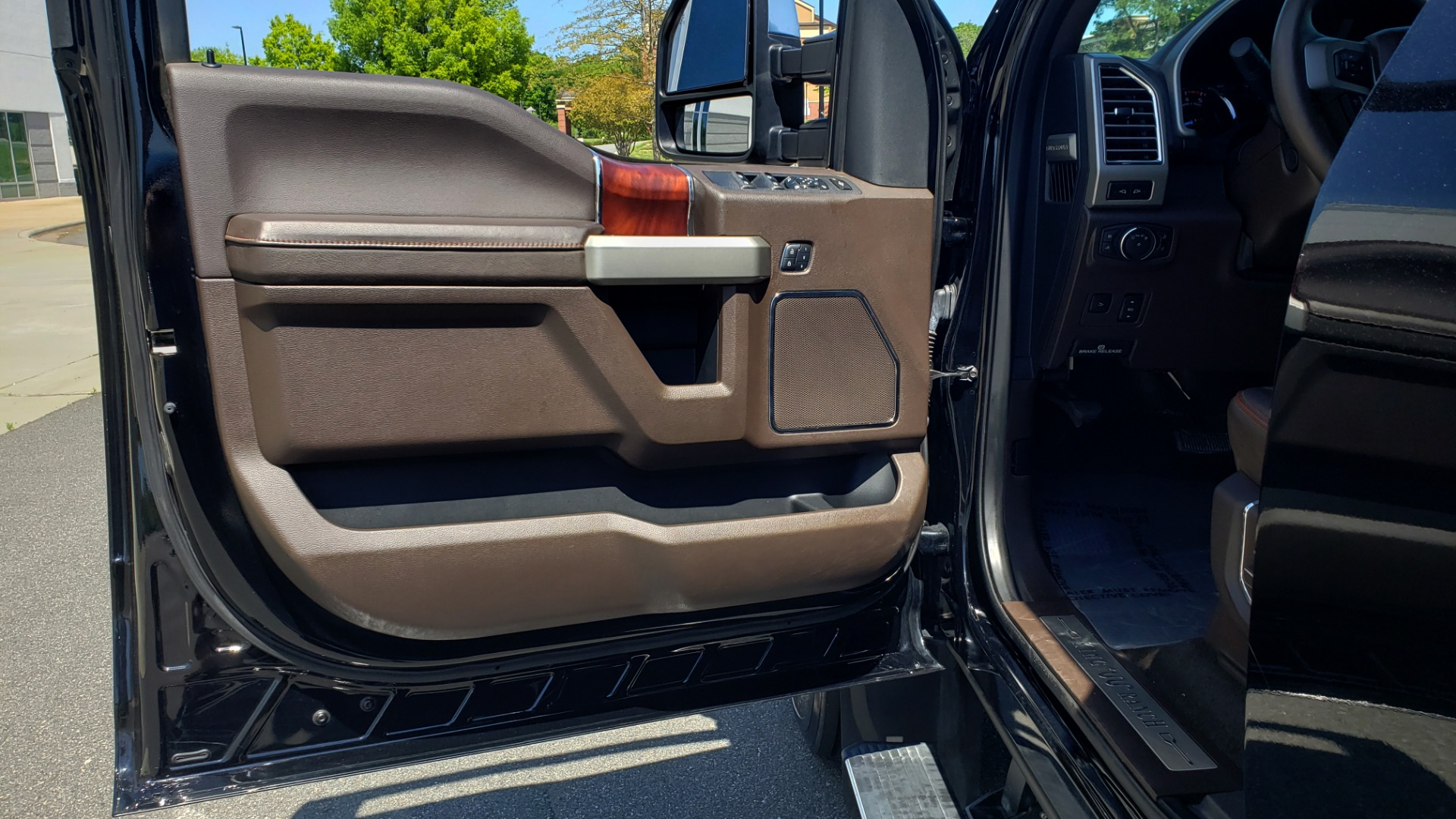 Used 2017 Ford SUPER DUTY F-450 DRW KING RANCH 4X4 / 176IN WB / 6.7L POWER-STROKE / LOADED for sale Sold at Formula Imports in Charlotte NC 28227 35