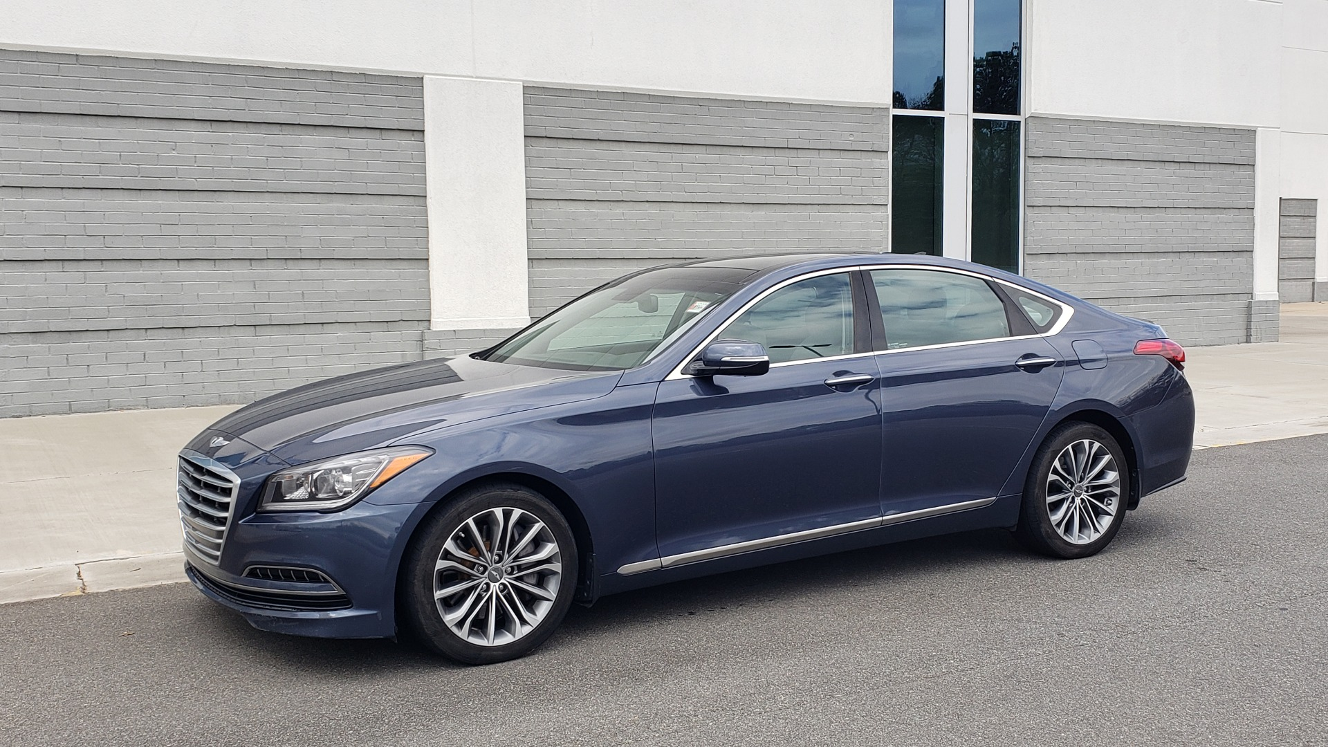Used 2015 Hyundai GENESIS 3.8L V6 / RWD / SIGNATURE PKG / PANO-ROOF / REARVIEW for sale Sold at Formula Imports in Charlotte NC 28227 2