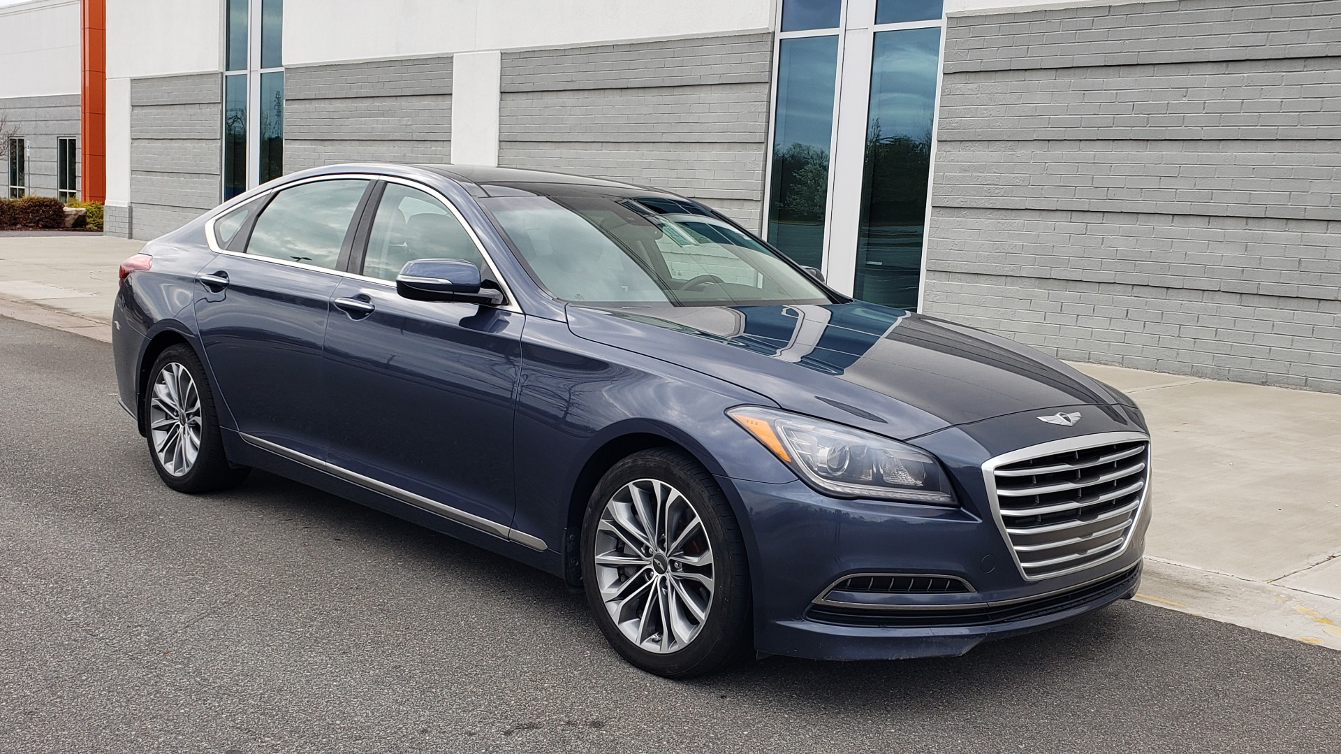 Used 2015 Hyundai GENESIS 3.8L V6 / RWD / SIGNATURE PKG / PANO-ROOF / REARVIEW for sale Sold at Formula Imports in Charlotte NC 28227 5