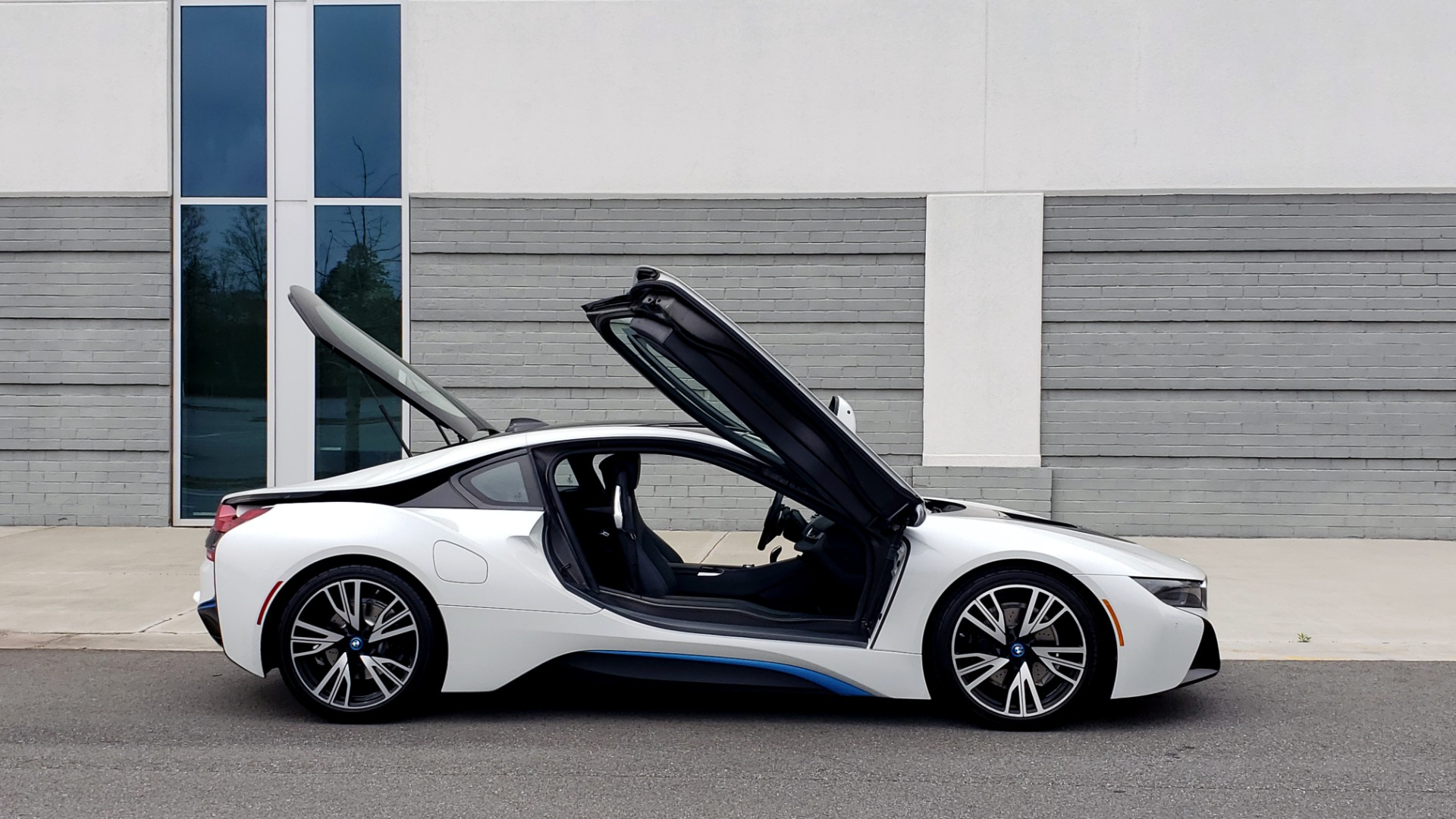 Used 2016 BMW i8 COUPE / GIGA WORLD / NAV / HUD / 20IN WHEELS / REARVIEW for sale Sold at Formula Imports in Charlotte NC 28227 17