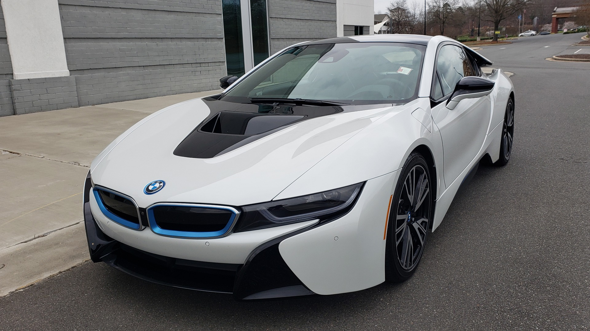 Used 2016 BMW i8 COUPE / GIGA WORLD / NAV / HUD / 20IN WHEELS / REARVIEW for sale Sold at Formula Imports in Charlotte NC 28227 2