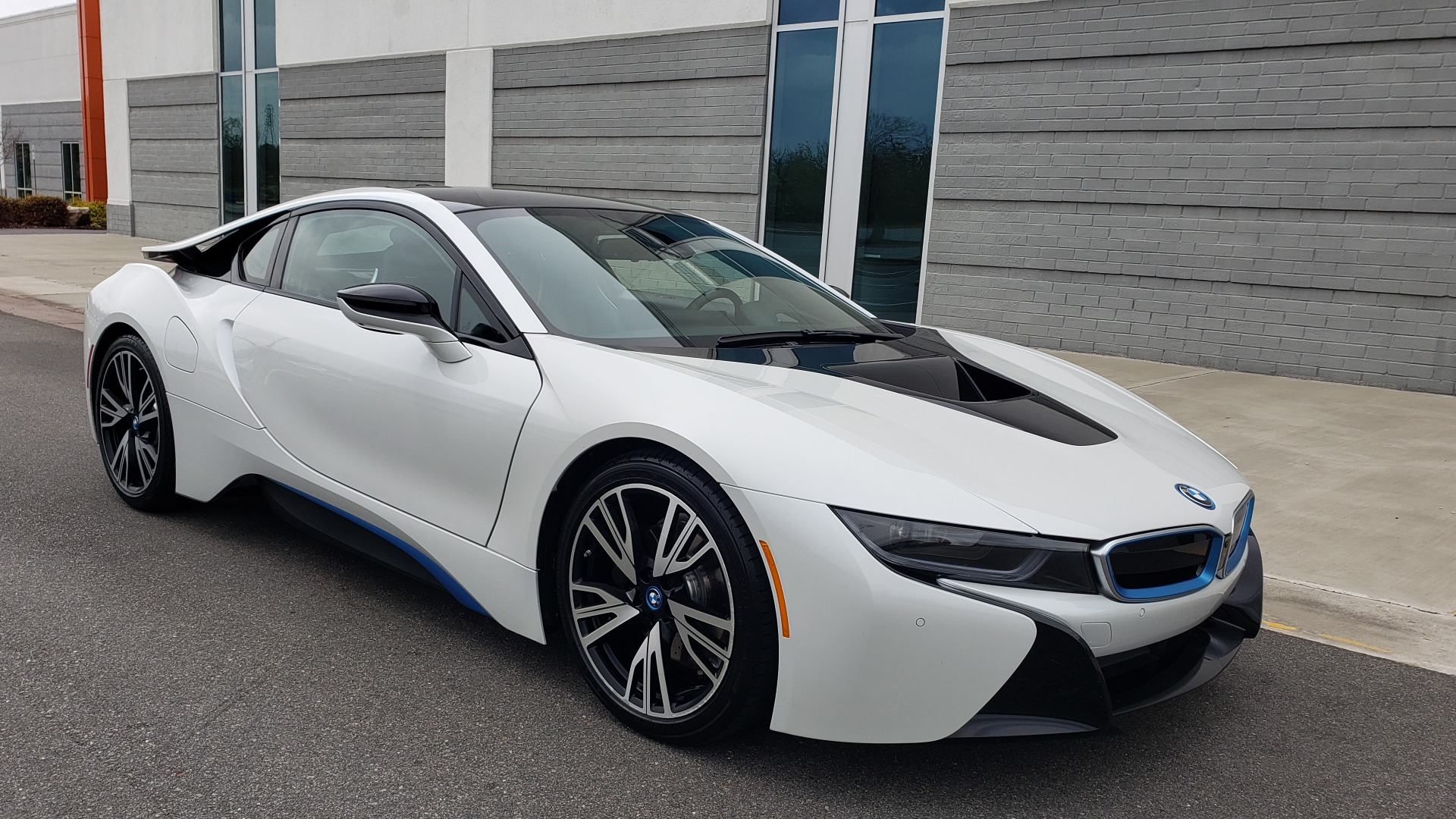 Used 2016 BMW i8 COUPE / GIGA WORLD / NAV / HUD / 20IN WHEELS / REARVIEW for sale Sold at Formula Imports in Charlotte NC 28227 4