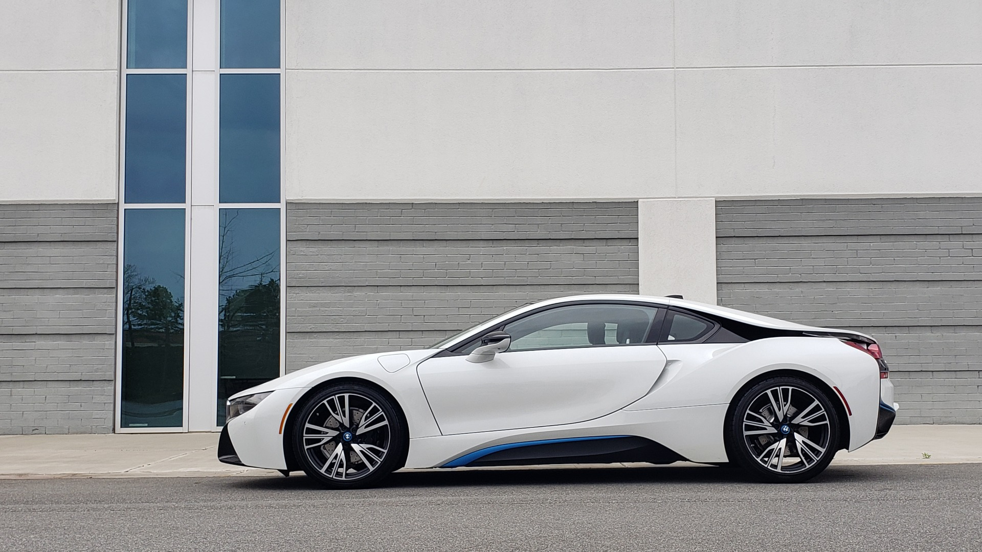 Used 2016 BMW i8 COUPE / GIGA WORLD / NAV / HUD / 20IN WHEELS / REARVIEW for sale Sold at Formula Imports in Charlotte NC 28227 6
