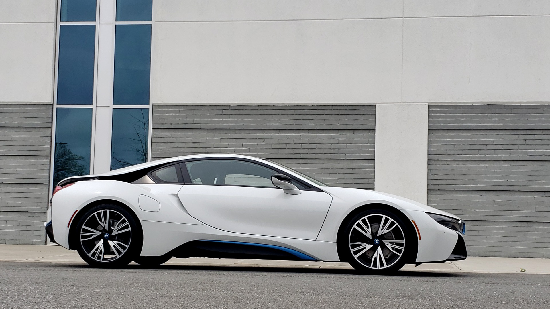 Used 2016 BMW i8 COUPE / GIGA WORLD / NAV / HUD / 20IN WHEELS / REARVIEW for sale Sold at Formula Imports in Charlotte NC 28227 7