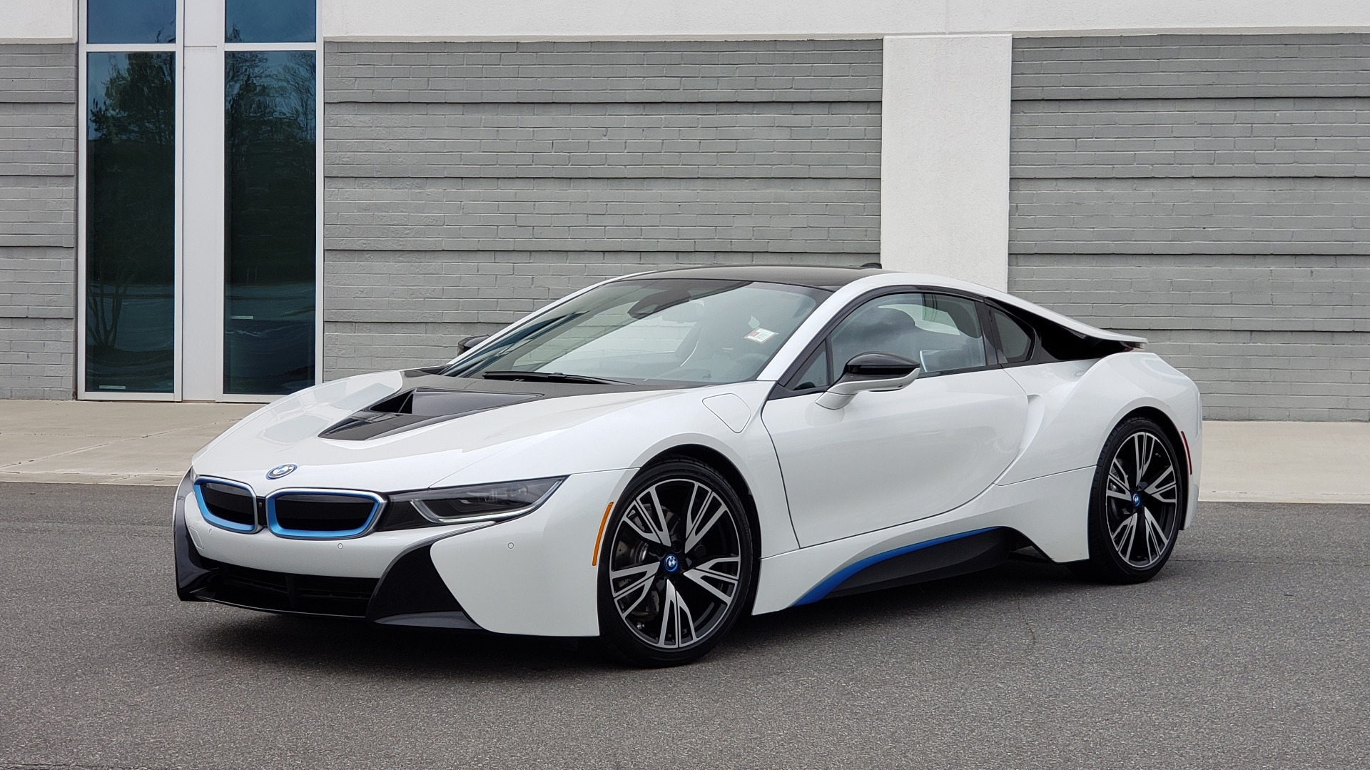 Used 2016 BMW i8 COUPE / GIGA WORLD / NAV / HUD / 20IN WHEELS / REARVIEW for sale Sold at Formula Imports in Charlotte NC 28227 1