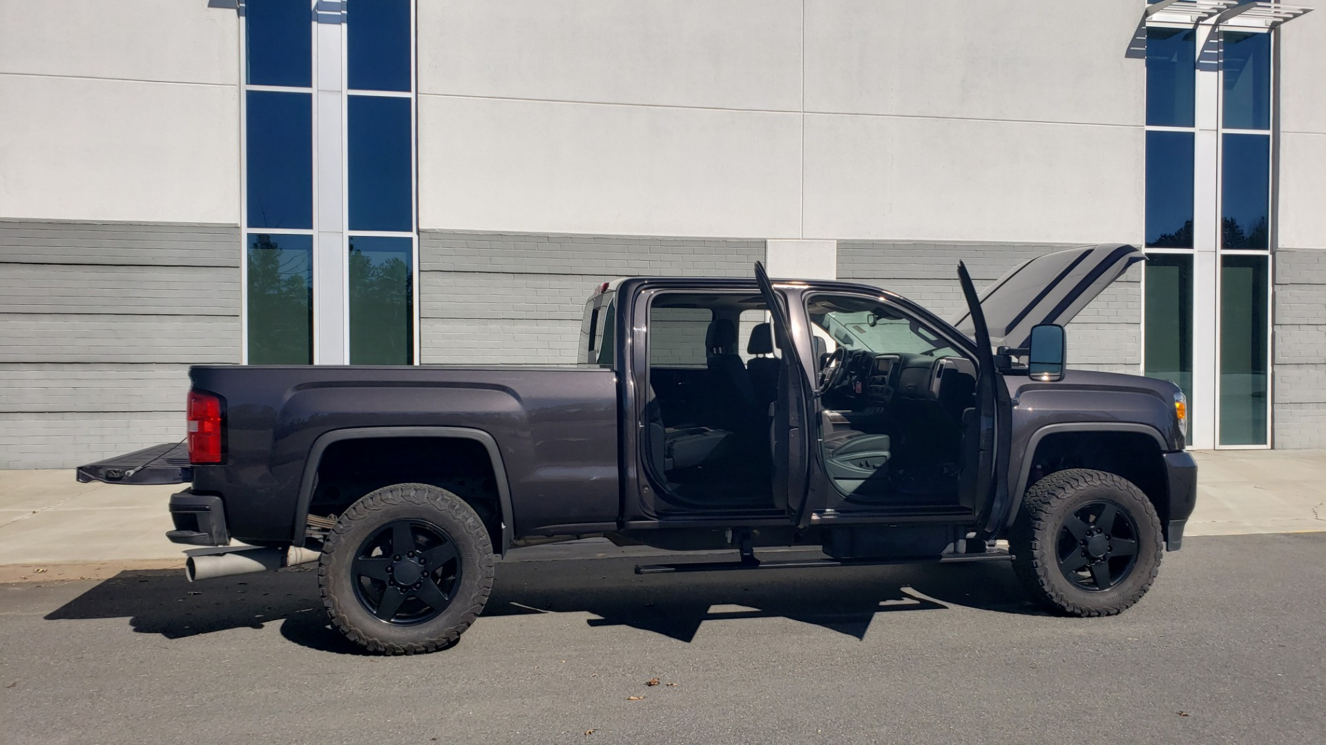 Used 2015 GMC SIERRA 2500HD DENALI 4WD CREWCAB / 6.6L DURAMAX / 6-SPD AUTO / NAV / BOSE for sale $50,995 at Formula Imports in Charlotte NC 28227 13