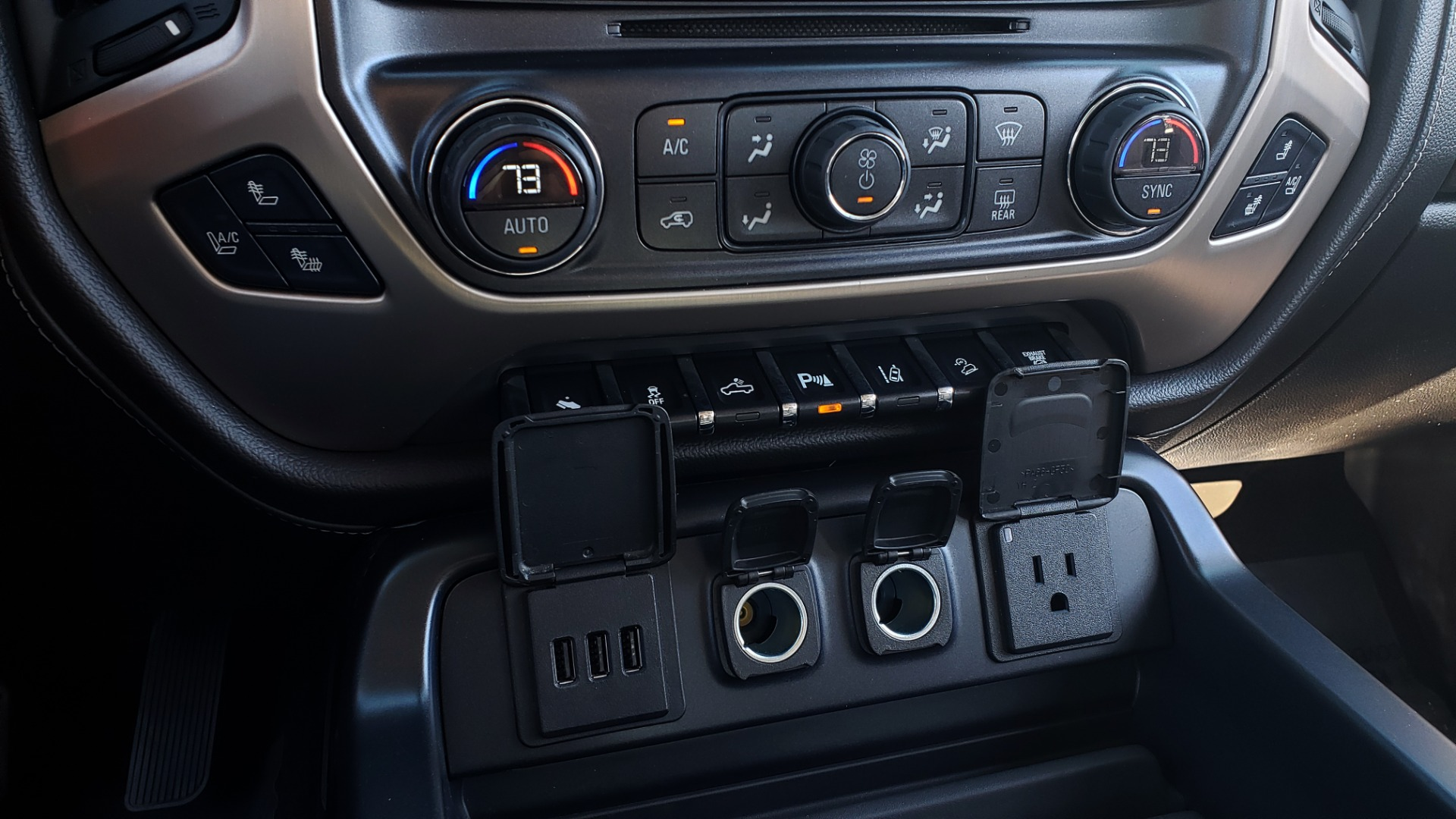 Used 2015 GMC SIERRA 2500HD DENALI 4WD CREWCAB / 6.6L DURAMAX / 6-SPD AUTO / NAV / BOSE for sale $50,995 at Formula Imports in Charlotte NC 28227 58