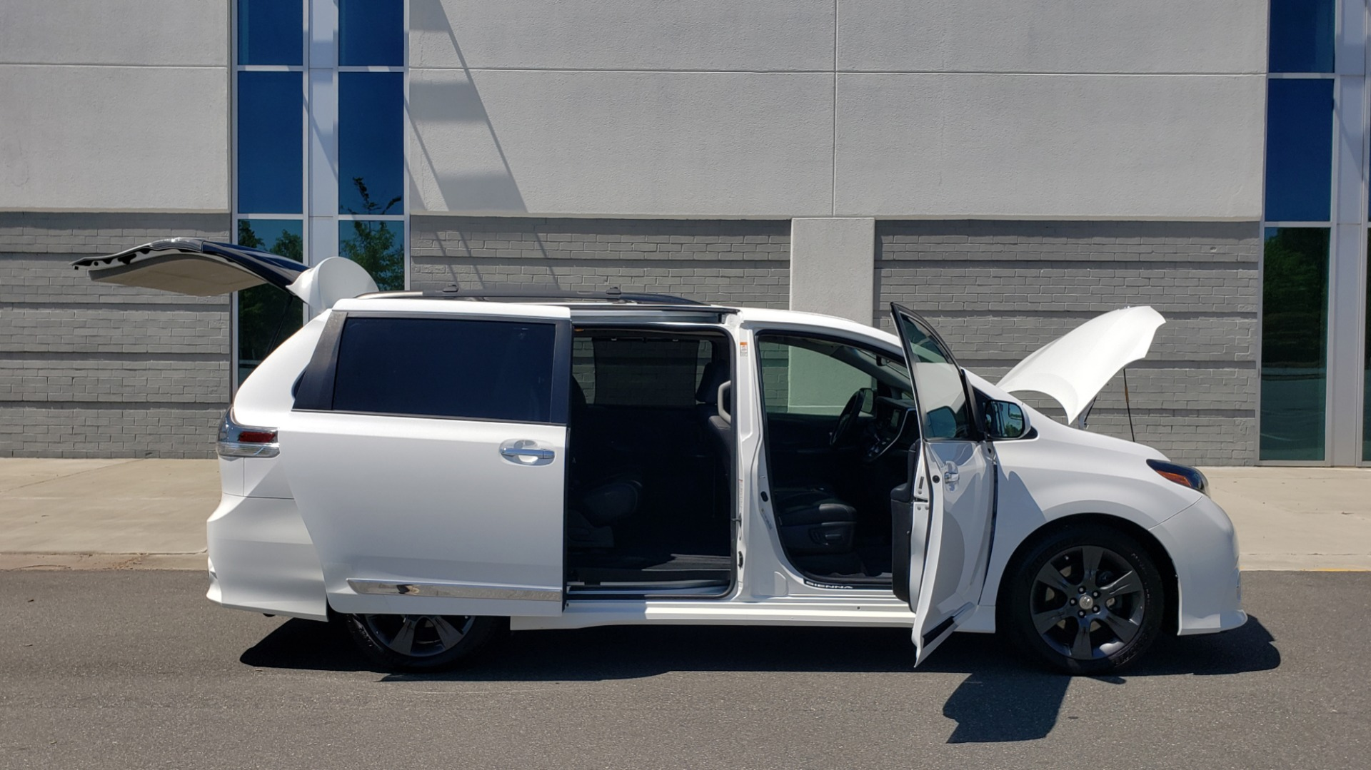 Used 2015 Toyota SIENNA SE 3.5L / FWD / 3-ROWS / 8-PASS / SUNROOF / DVD / REARVIEW for sale $21,995 at Formula Imports in Charlotte NC 28227 12