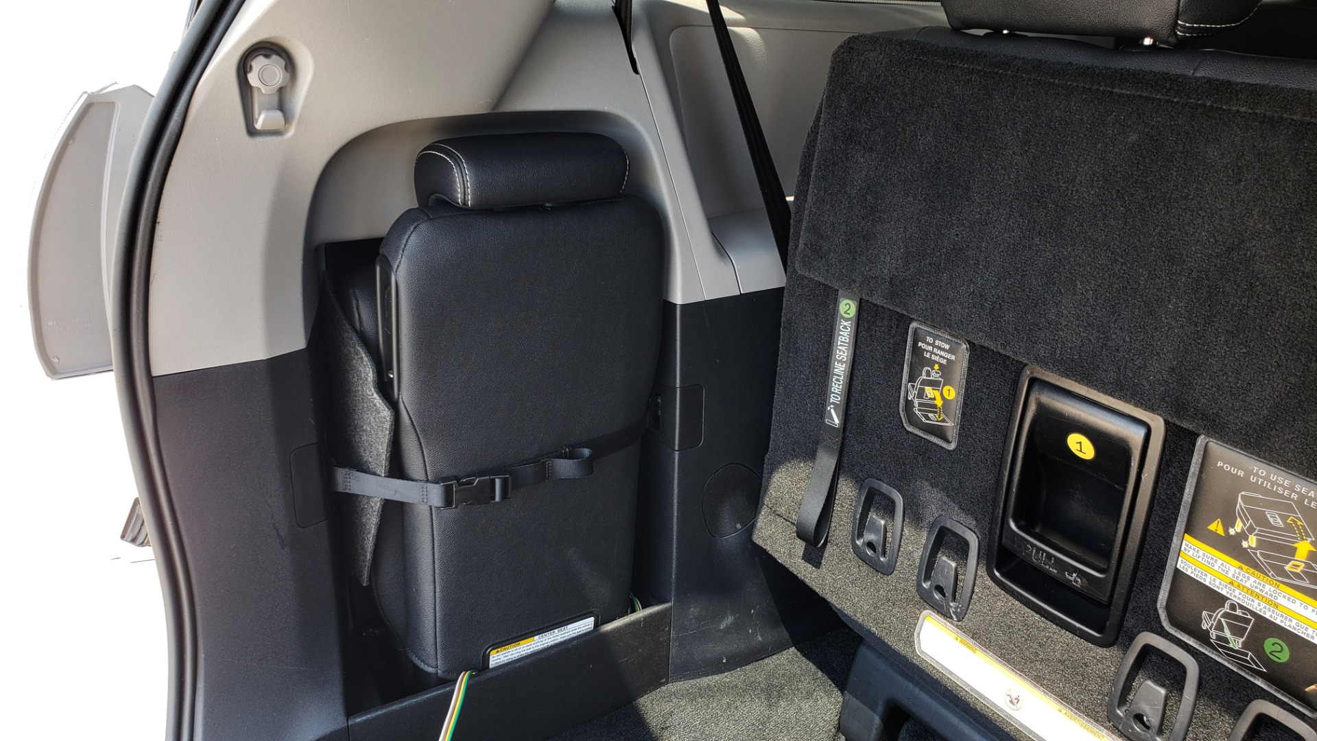 Used 2015 Toyota SIENNA SE 3.5L / FWD / 3-ROWS / 8-PASS / SUNROOF / DVD / REARVIEW for sale $21,995 at Formula Imports in Charlotte NC 28227 17