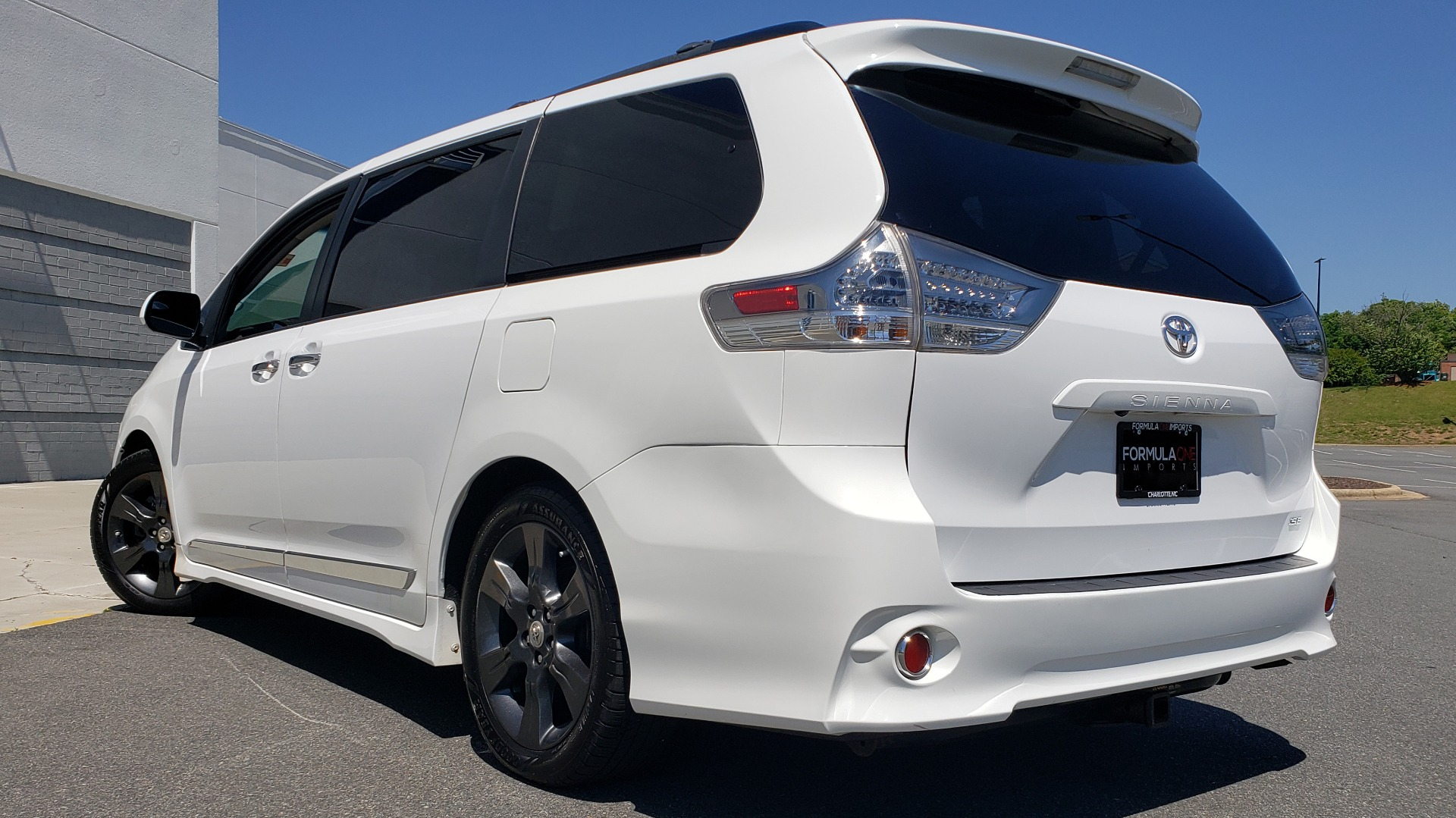 Used 2015 Toyota SIENNA SE 3.5L / FWD / 3-ROWS / 8-PASS / SUNROOF / DVD / REARVIEW for sale $21,995 at Formula Imports in Charlotte NC 28227 2