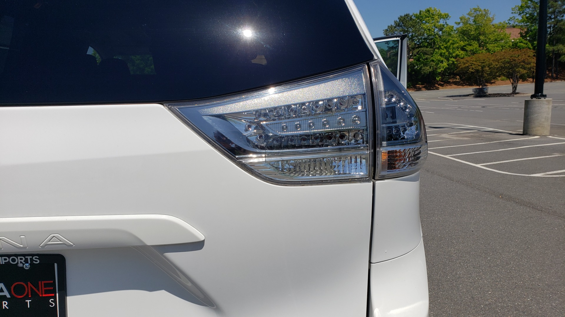 Used 2015 Toyota SIENNA SE 3.5L / FWD / 3-ROWS / 8-PASS / SUNROOF / DVD / REARVIEW for sale $21,995 at Formula Imports in Charlotte NC 28227 31