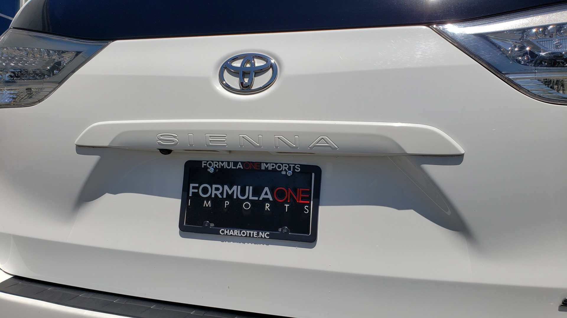 Used 2015 Toyota SIENNA SE 3.5L / FWD / 3-ROWS / 8-PASS / SUNROOF / DVD / REARVIEW for sale $21,995 at Formula Imports in Charlotte NC 28227 32
