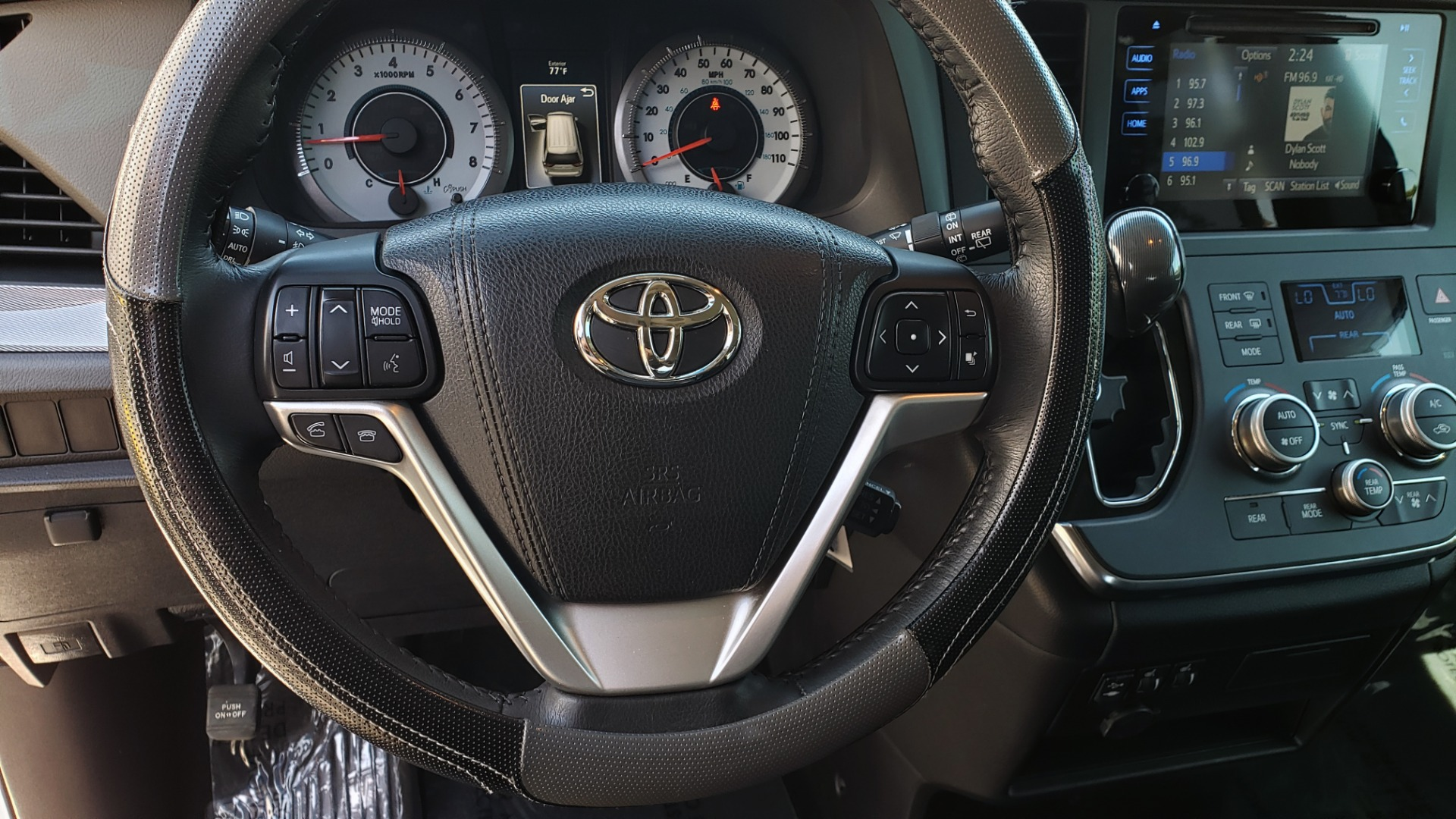 Used 2015 Toyota SIENNA SE 3.5L / FWD / 3-ROWS / 8-PASS / SUNROOF / DVD / REARVIEW for sale $21,995 at Formula Imports in Charlotte NC 28227 40