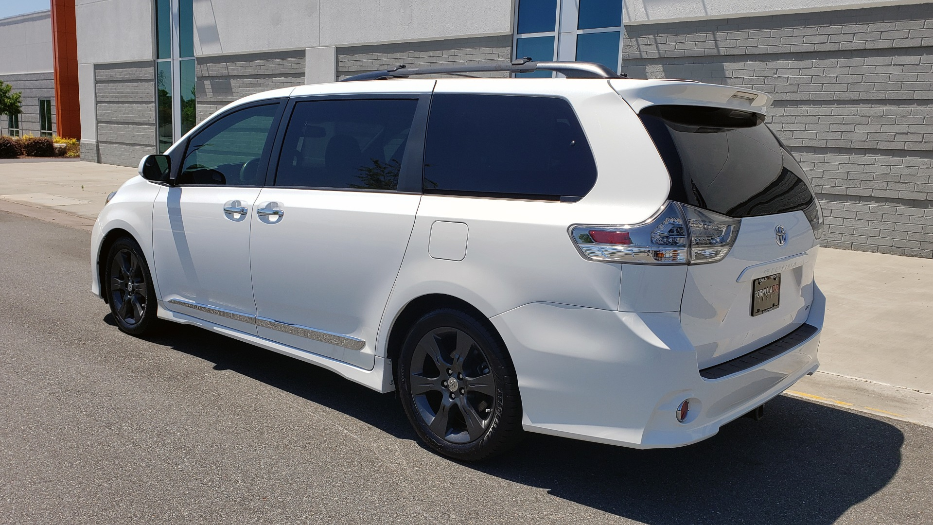 Used 2015 Toyota SIENNA SE 3.5L / FWD / 3-ROWS / 8-PASS / SUNROOF / DVD / REARVIEW for sale $21,995 at Formula Imports in Charlotte NC 28227 5