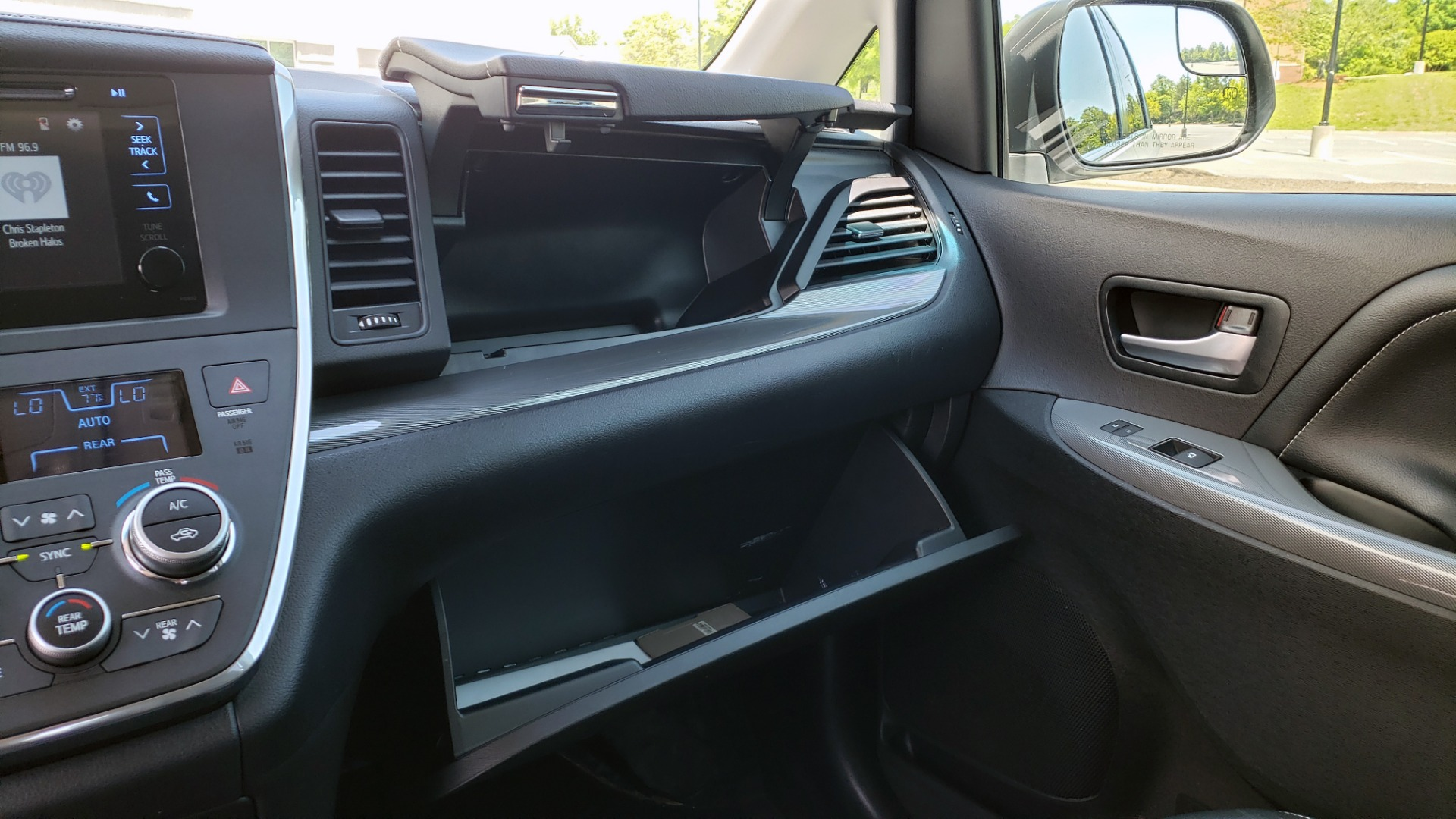 Used 2015 Toyota SIENNA SE 3.5L / FWD / 3-ROWS / 8-PASS / SUNROOF / DVD / REARVIEW for sale $21,995 at Formula Imports in Charlotte NC 28227 51