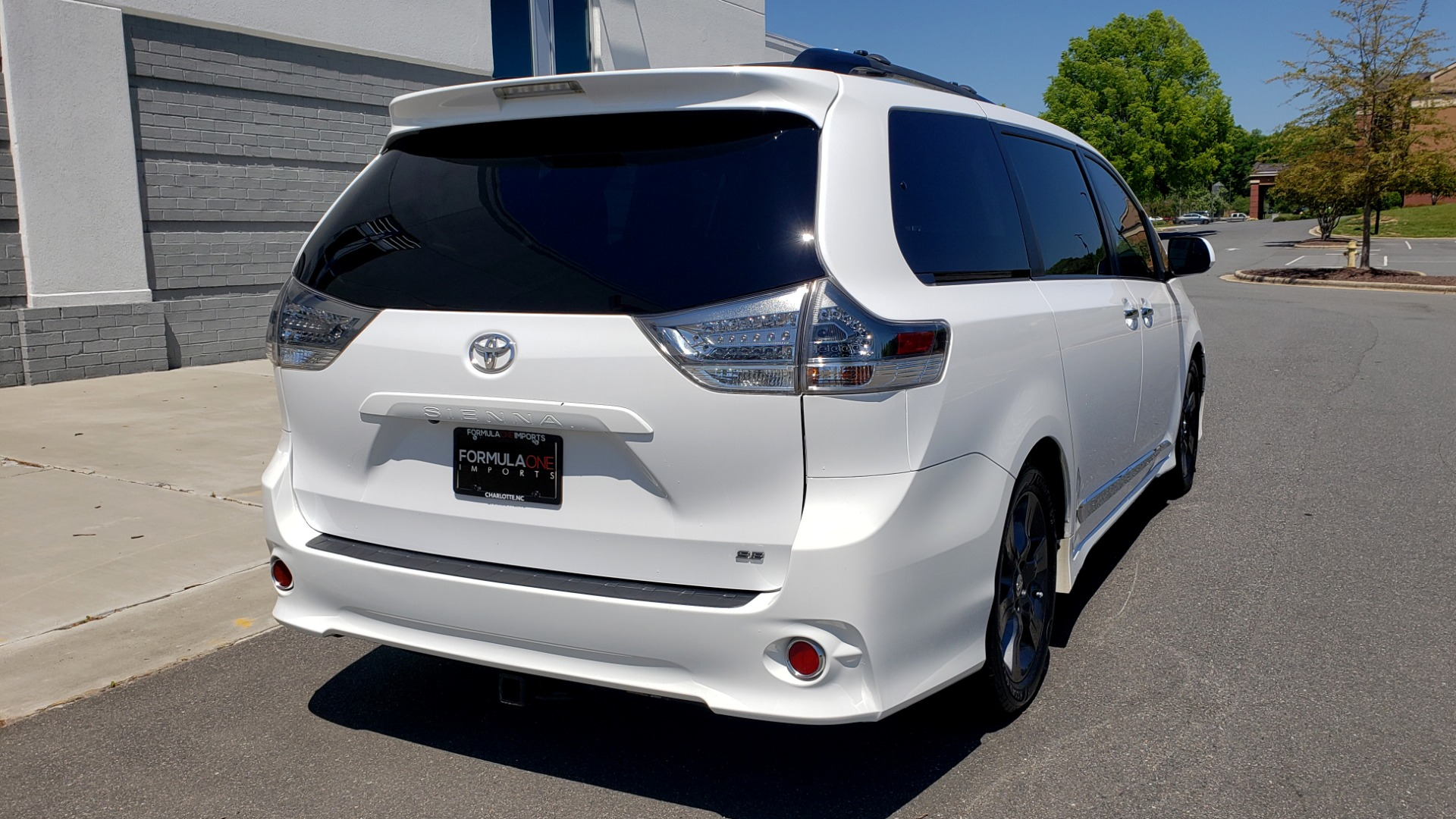 Used 2015 Toyota SIENNA SE 3.5L / FWD / 3-ROWS / 8-PASS / SUNROOF / DVD / REARVIEW for sale $21,995 at Formula Imports in Charlotte NC 28227 8