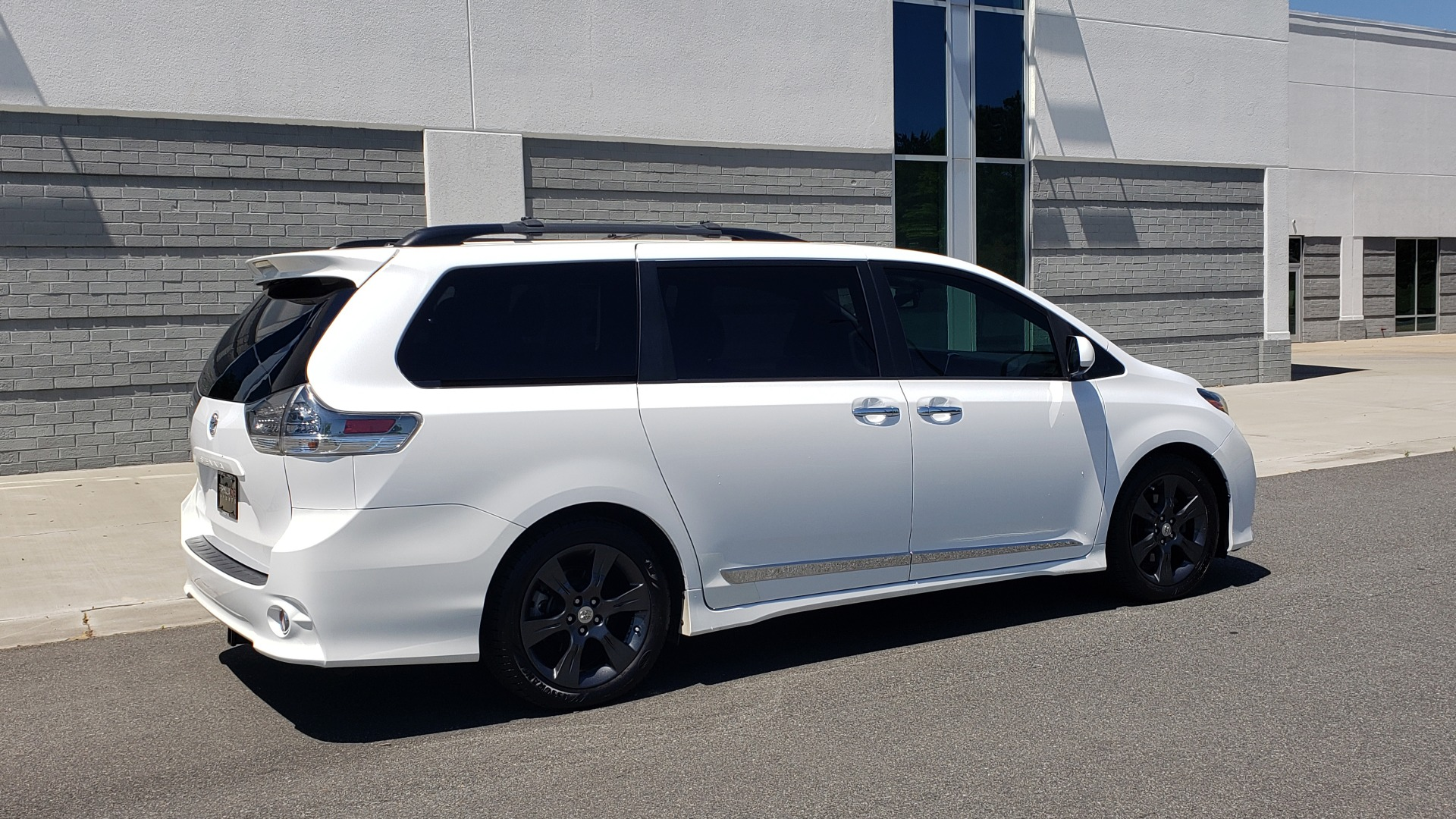 Used 2015 Toyota SIENNA SE 3.5L / FWD / 3-ROWS / 8-PASS / SUNROOF / DVD / REARVIEW for sale $21,995 at Formula Imports in Charlotte NC 28227 9