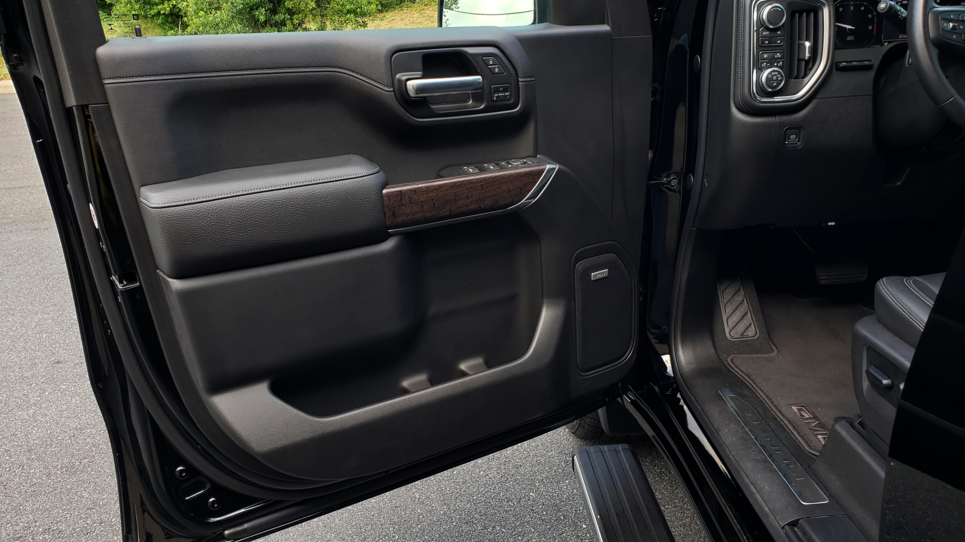 Used 2019 GMC SIERRA 1500 DENALI ULTIMATE 4WD / NAV / TECH PKG / DRVR ALRT for sale Sold at Formula Imports in Charlotte NC 28227 40