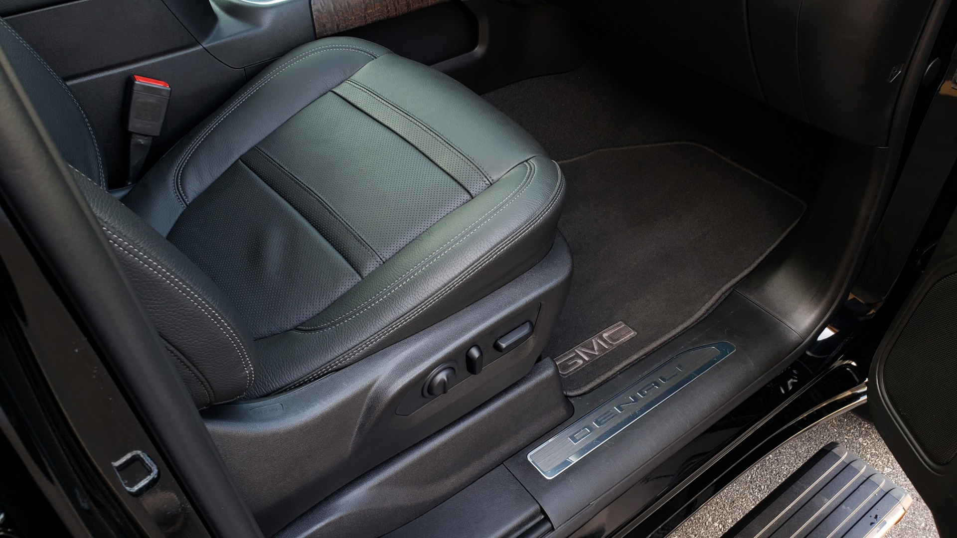 Used 2019 GMC SIERRA 1500 DENALI ULTIMATE 4WD / NAV / TECH PKG / DRVR ALRT for sale Sold at Formula Imports in Charlotte NC 28227 70