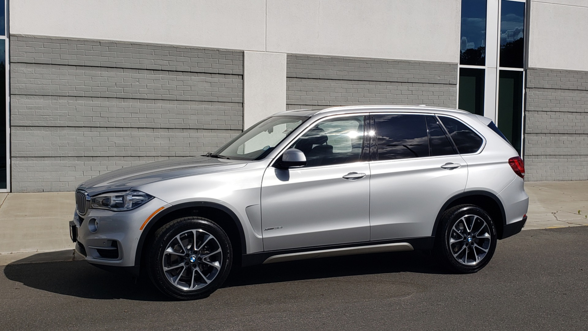 Used 2018 BMW X5 XDRIVE35I PREMIUM / NAV / PANO-ROOF / DRIVER ASST / REARVIEW for sale Sold at Formula Imports in Charlotte NC 28227 4