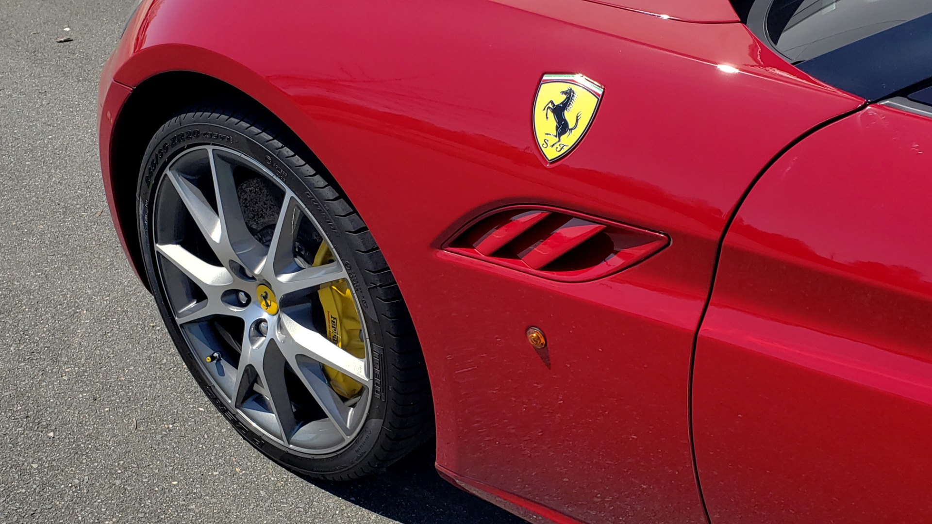 Used 2014 Ferrari CALIFORNIA CONVERTIBLE 2+2 / NAV / PARK SENS / CAMERA / TPMS for sale Sold at Formula Imports in Charlotte NC 28227 18