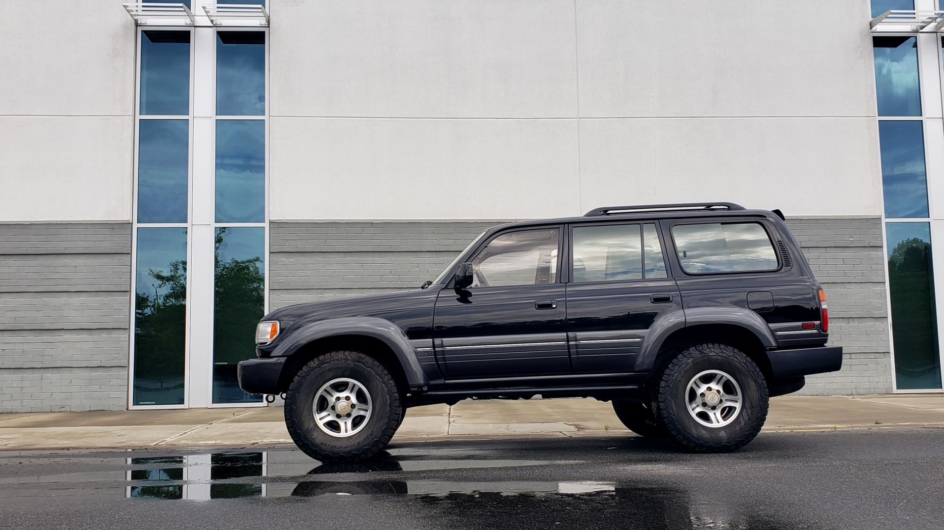 Used 1996 Lexus LX 450 AWD / 4.5L 6-CYL / 4-SPD AUTO / RUNNING BOARDS / NEW BFG TIRES for sale $49,995 at Formula Imports in Charlotte NC 28227 4