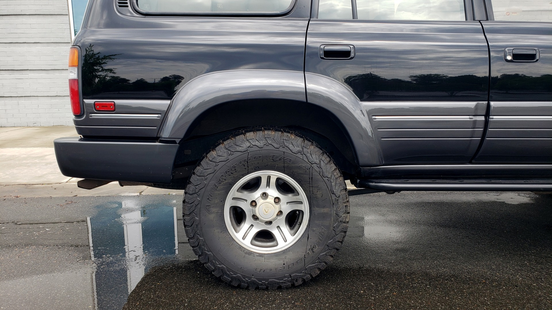 Used 1996 Lexus LX 450 AWD / 4.5L 6-CYL / 4-SPD AUTO / RUNNING BOARDS / NEW BFG TIRES for sale $49,995 at Formula Imports in Charlotte NC 28227 86