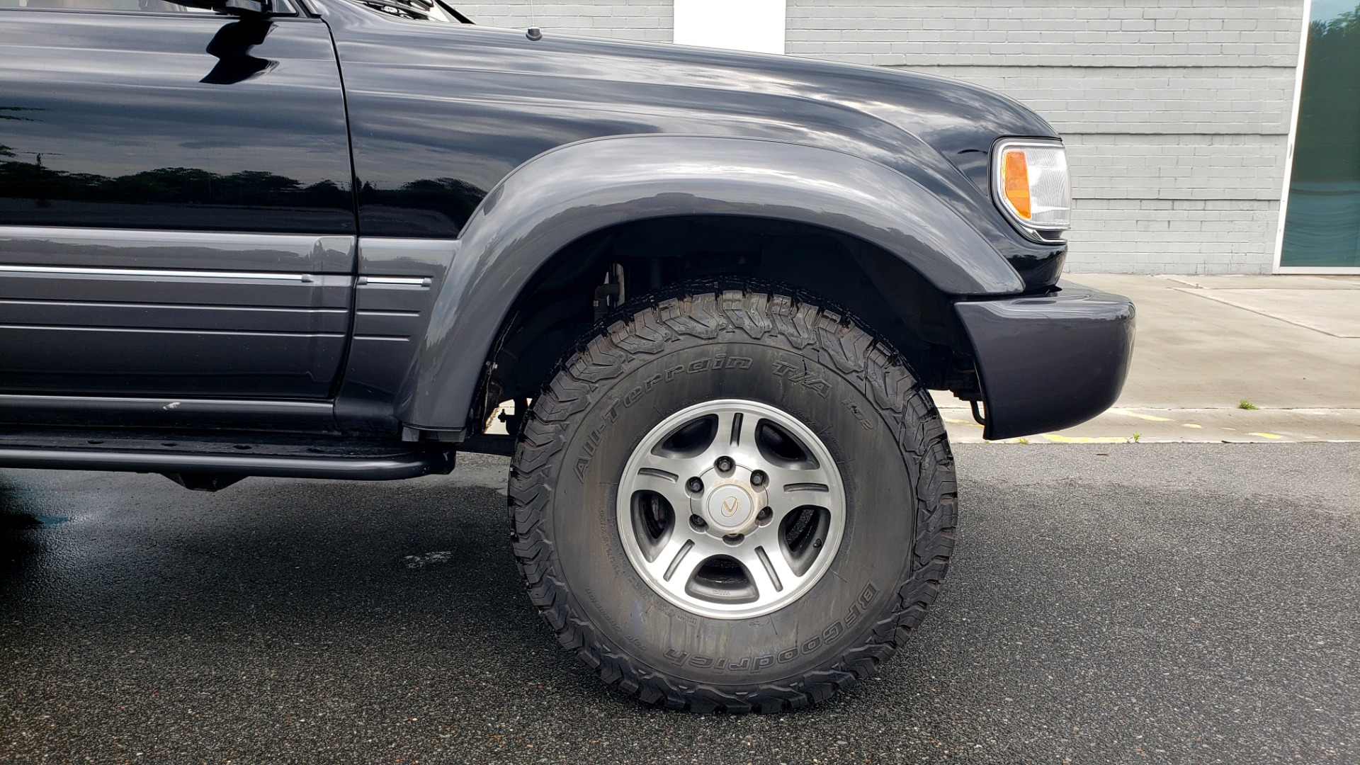 Used 1996 Lexus LX 450 AWD / 4.5L 6-CYL / 4-SPD AUTO / RUNNING BOARDS / NEW BFG TIRES for sale $49,995 at Formula Imports in Charlotte NC 28227 87