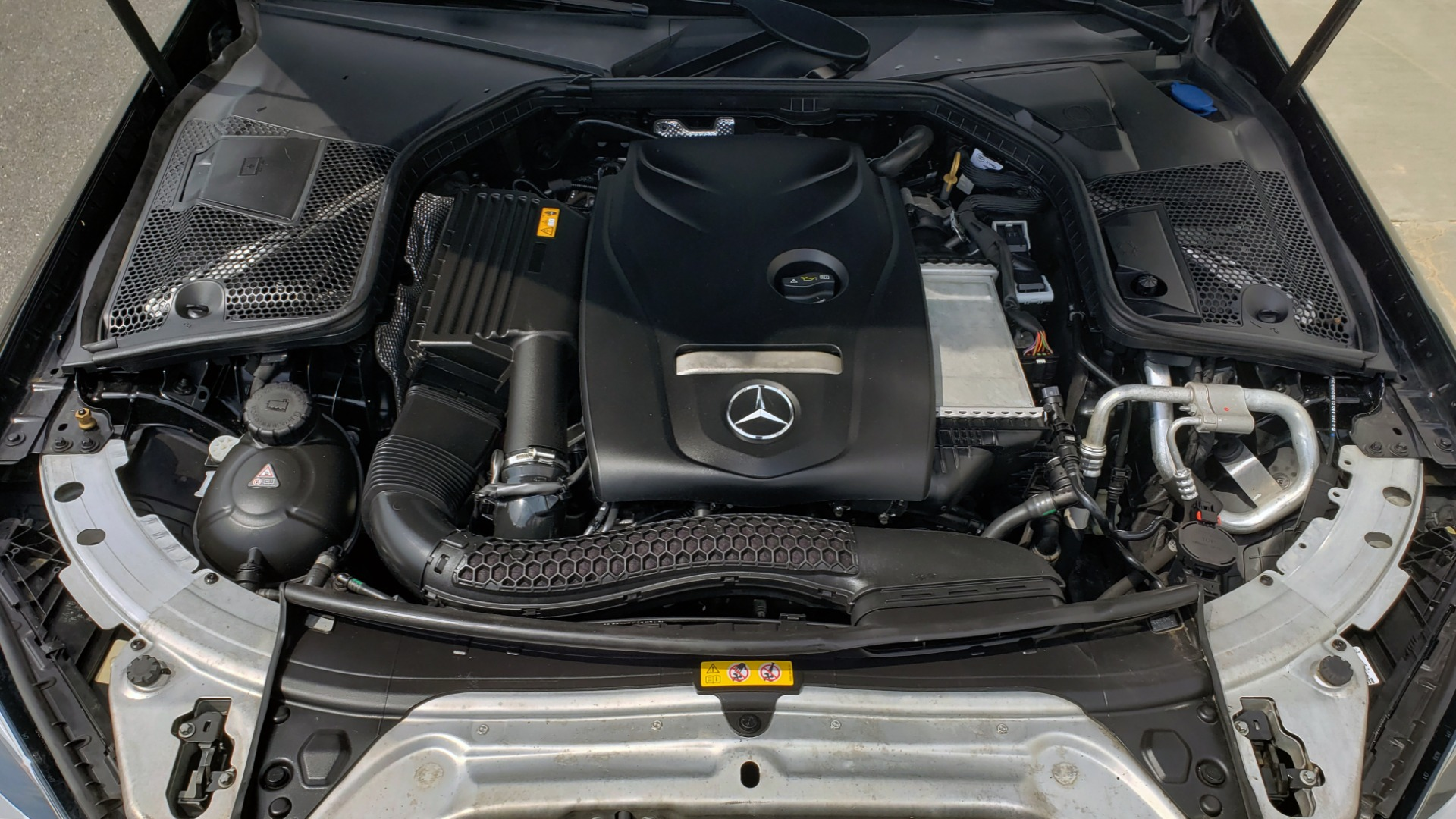 Used 2018 Mercedes-Benz C-CLASS C 300 PREMIUM / HTD STS / APPLE CARPLAY / 18IN WHEELS / REARVIEW for sale $24,795 at Formula Imports in Charlotte NC 28227 14