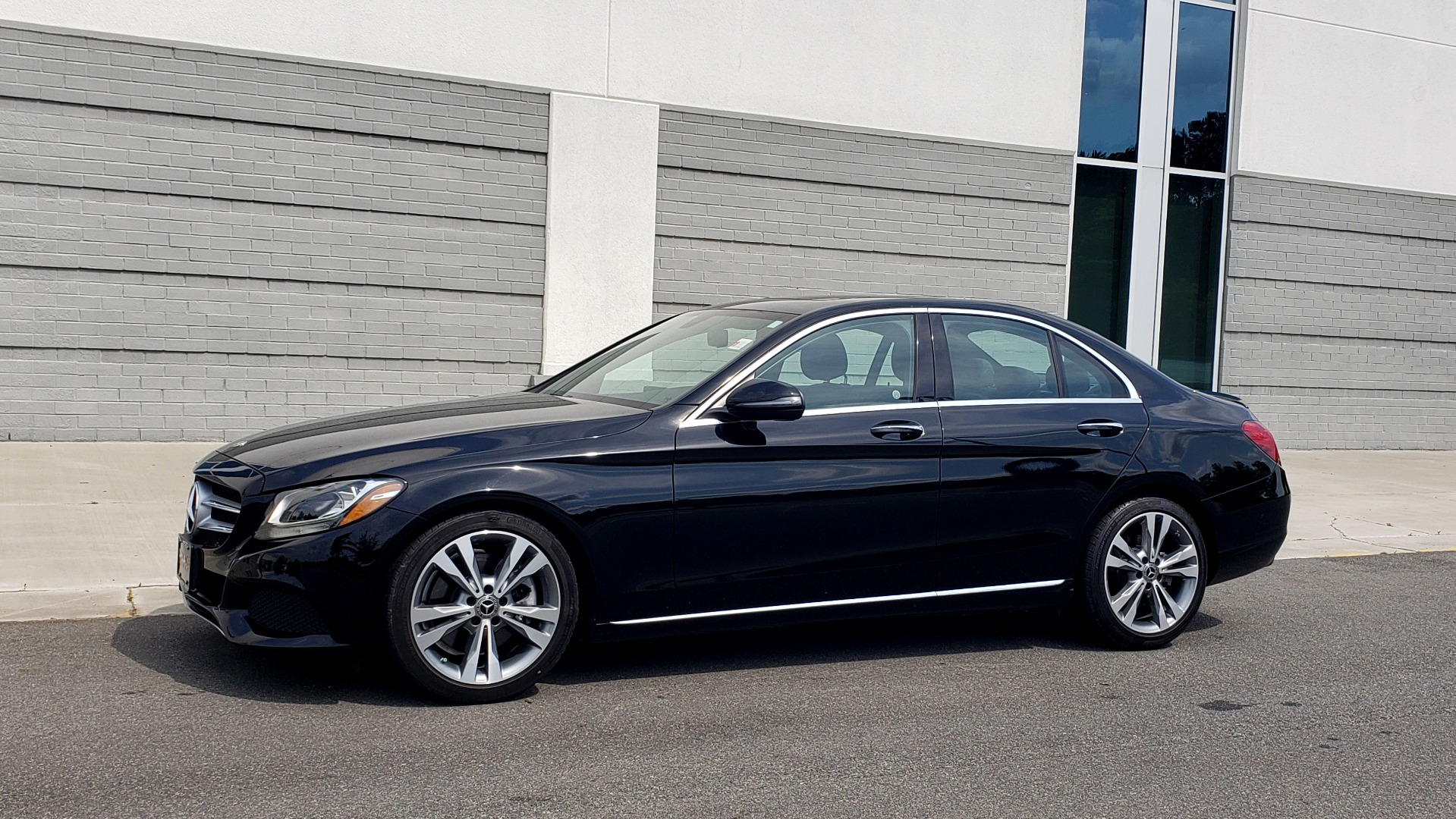 Used 2018 Mercedes-Benz C-CLASS C 300 PREMIUM / HTD STS / APPLE CARPLAY / 18IN WHEELS / REARVIEW for sale $24,795 at Formula Imports in Charlotte NC 28227 3