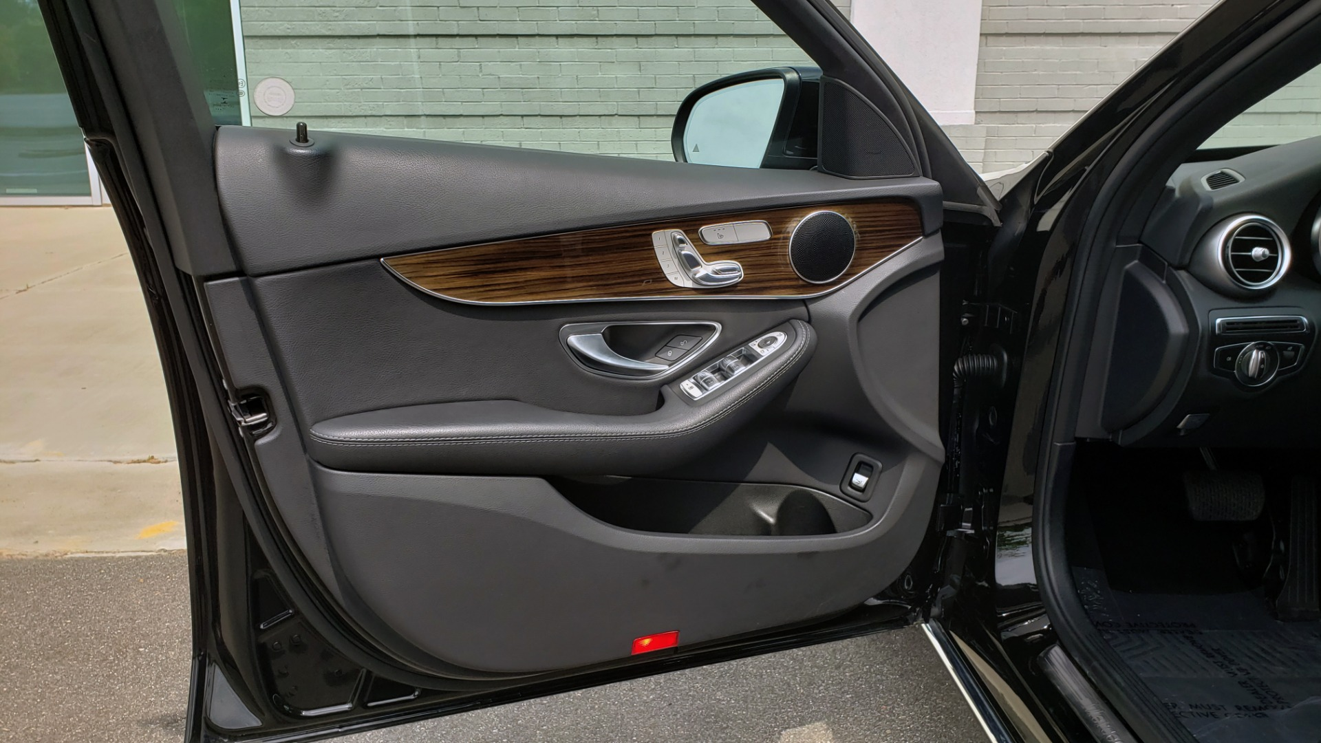 Used 2018 Mercedes-Benz C-CLASS C 300 PREMIUM / HTD STS / APPLE CARPLAY / 18IN WHEELS / REARVIEW for sale $24,795 at Formula Imports in Charlotte NC 28227 31