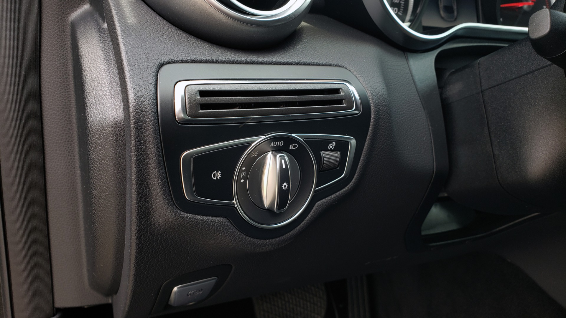 Used 2018 Mercedes-Benz C-CLASS C 300 PREMIUM / HTD STS / APPLE CARPLAY / 18IN WHEELS / REARVIEW for sale $24,795 at Formula Imports in Charlotte NC 28227 38