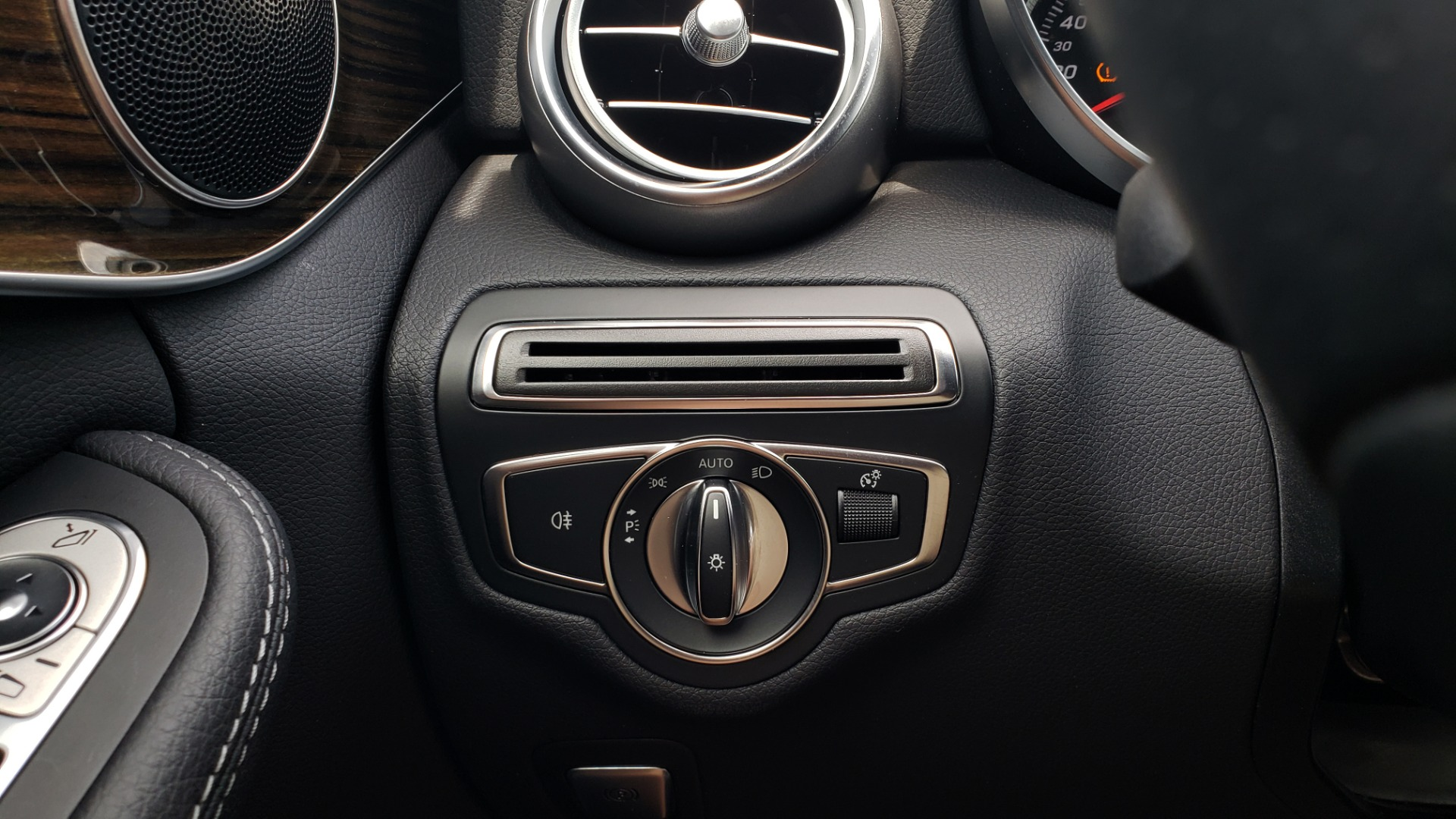 Used 2018 Mercedes-Benz C-CLASS C 300 PREMIUM / HTD STS / APPLE CARPLAY / 18IN WHEELS / REARVIEW for sale $24,795 at Formula Imports in Charlotte NC 28227 41