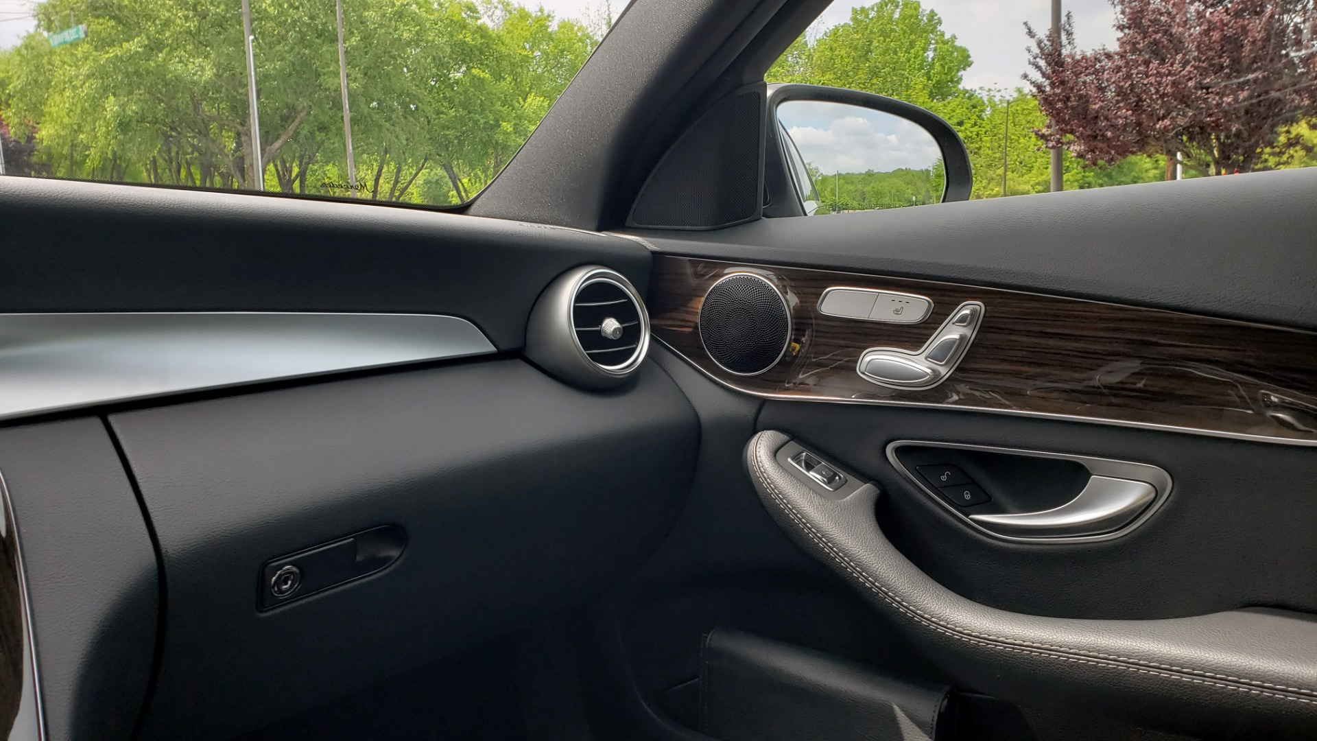 Used 2018 Mercedes-Benz C-CLASS C 300 PREMIUM / HTD STS / APPLE CARPLAY / 18IN WHEELS / REARVIEW for sale $24,795 at Formula Imports in Charlotte NC 28227 56