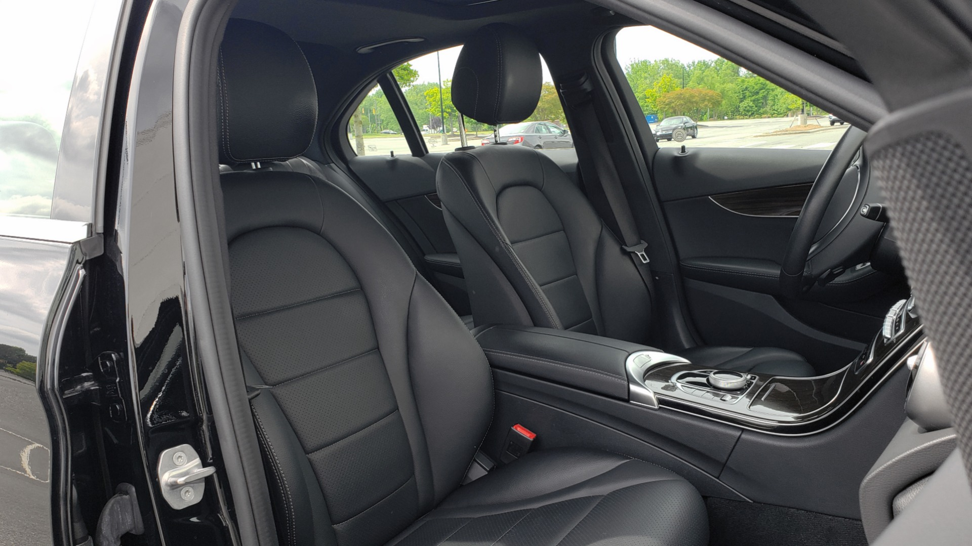 Used 2018 Mercedes-Benz C-CLASS C 300 PREMIUM / HTD STS / APPLE CARPLAY / 18IN WHEELS / REARVIEW for sale $24,795 at Formula Imports in Charlotte NC 28227 71