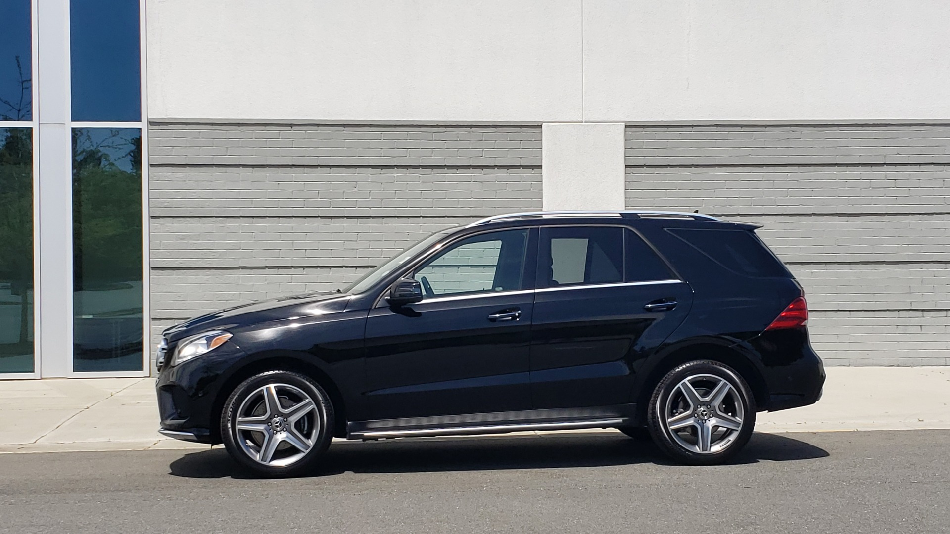 Used 2018 Mercedes-Benz GLE 350 PREMIUM / NAV / H/K SOUND / SUNROOF / REARVIEW for sale Sold at Formula Imports in Charlotte NC 28227 3