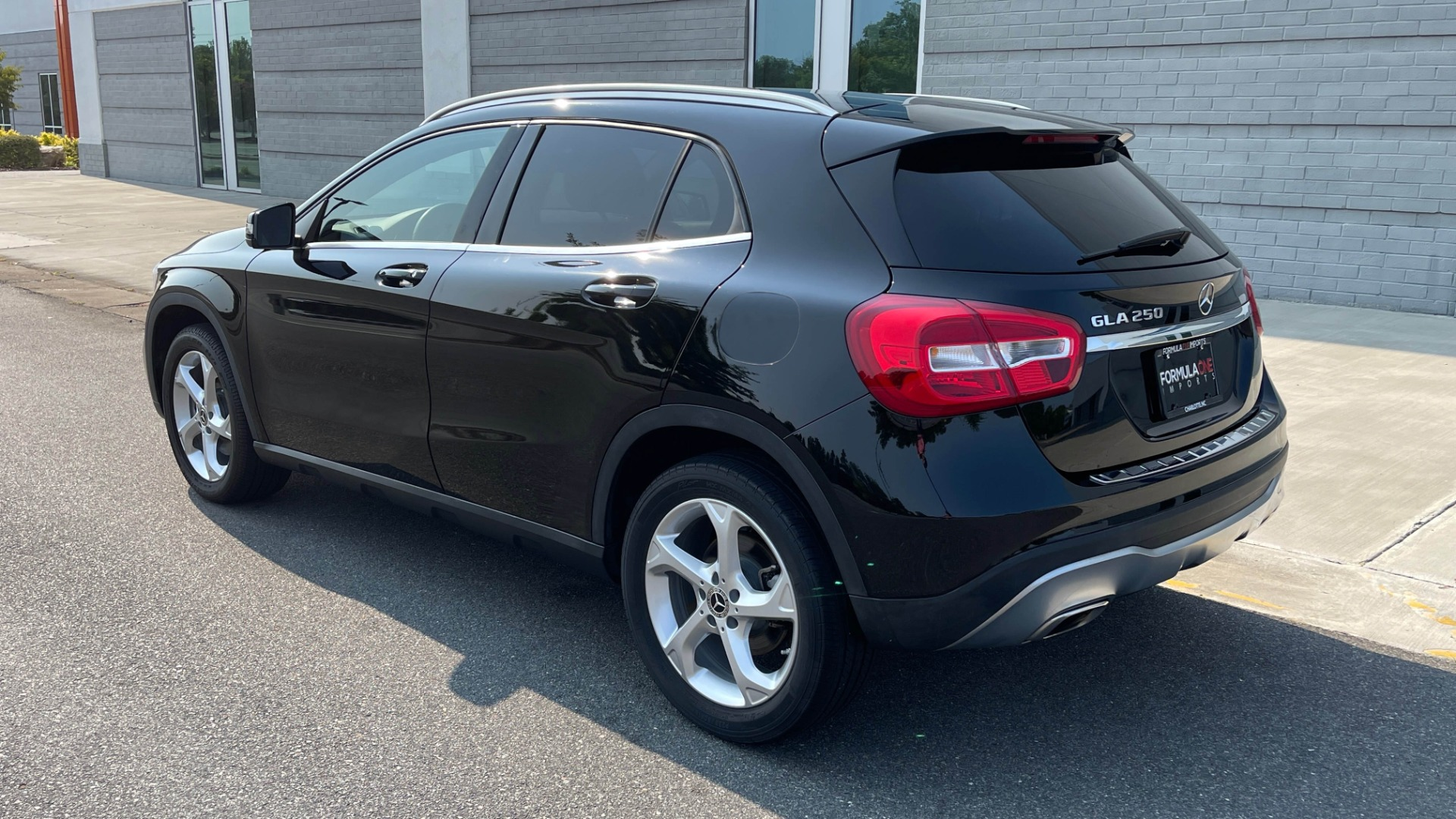 Used 2018 Mercedes-Benz GLA 250 SUV / GARMIN MAP PILOT / 18IN WHEELS / REARVIEW for sale $26,995 at Formula Imports in Charlotte NC 28227 3
