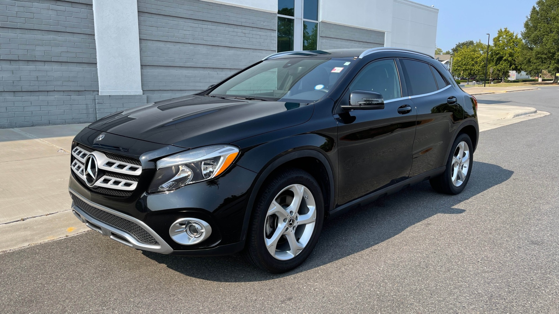 Used 2018 Mercedes-Benz GLA 250 SUV / GARMIN MAP PILOT / 18IN WHEELS / REARVIEW for sale $26,995 at Formula Imports in Charlotte NC 28227 1