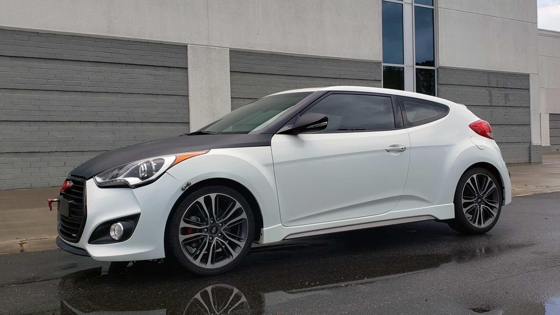 Used 2016 Hyundai VELOSTER 1.6L TURBO / 7-SPD ATUO / 3DR COUPE / NAV / PANO-ROOF for sale Sold at Formula Imports in Charlotte NC 28227 4