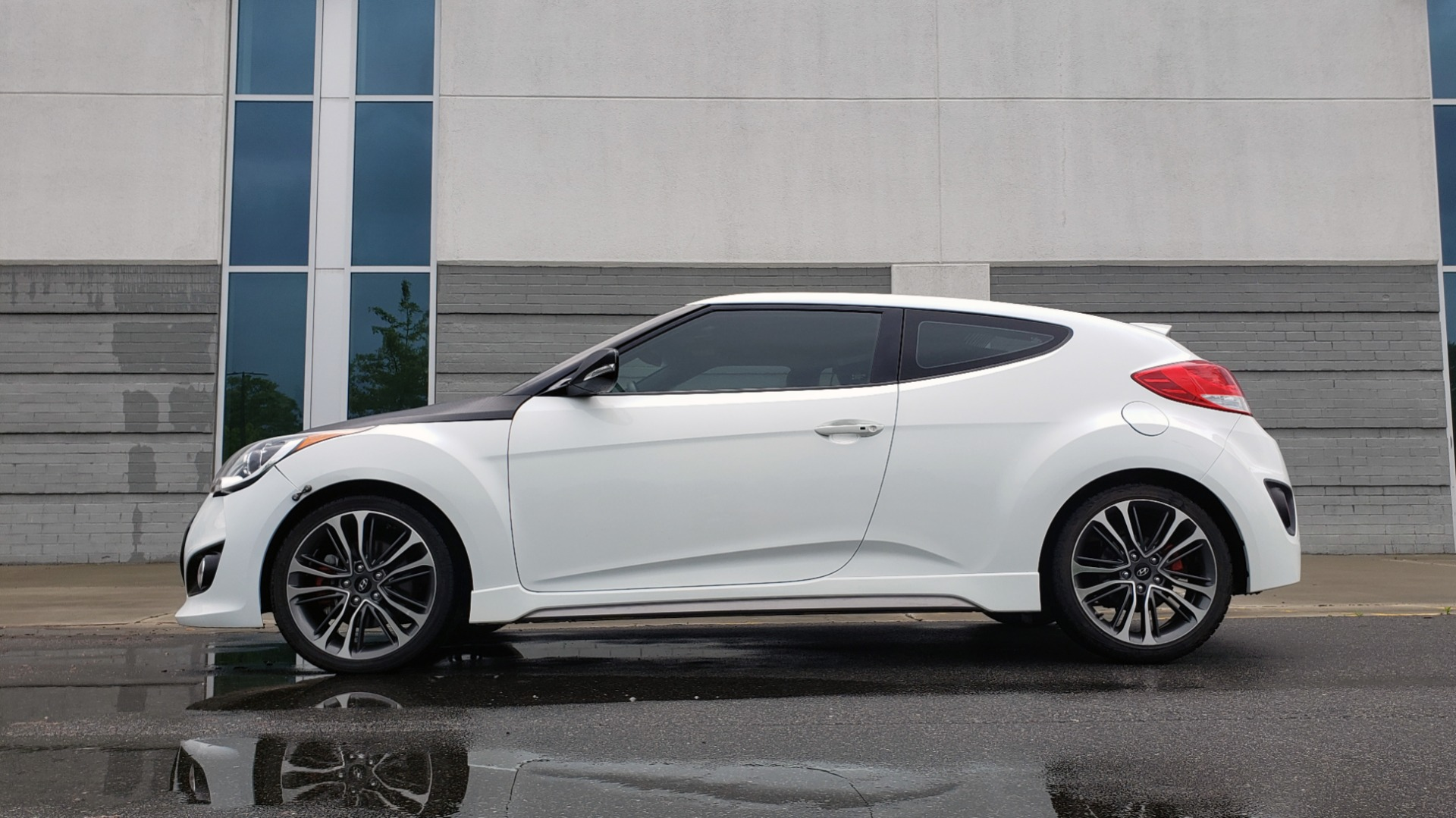 Used 2016 Hyundai VELOSTER 1.6L TURBO / 7-SPD ATUO / 3DR COUPE / NAV / PANO-ROOF for sale Sold at Formula Imports in Charlotte NC 28227 5
