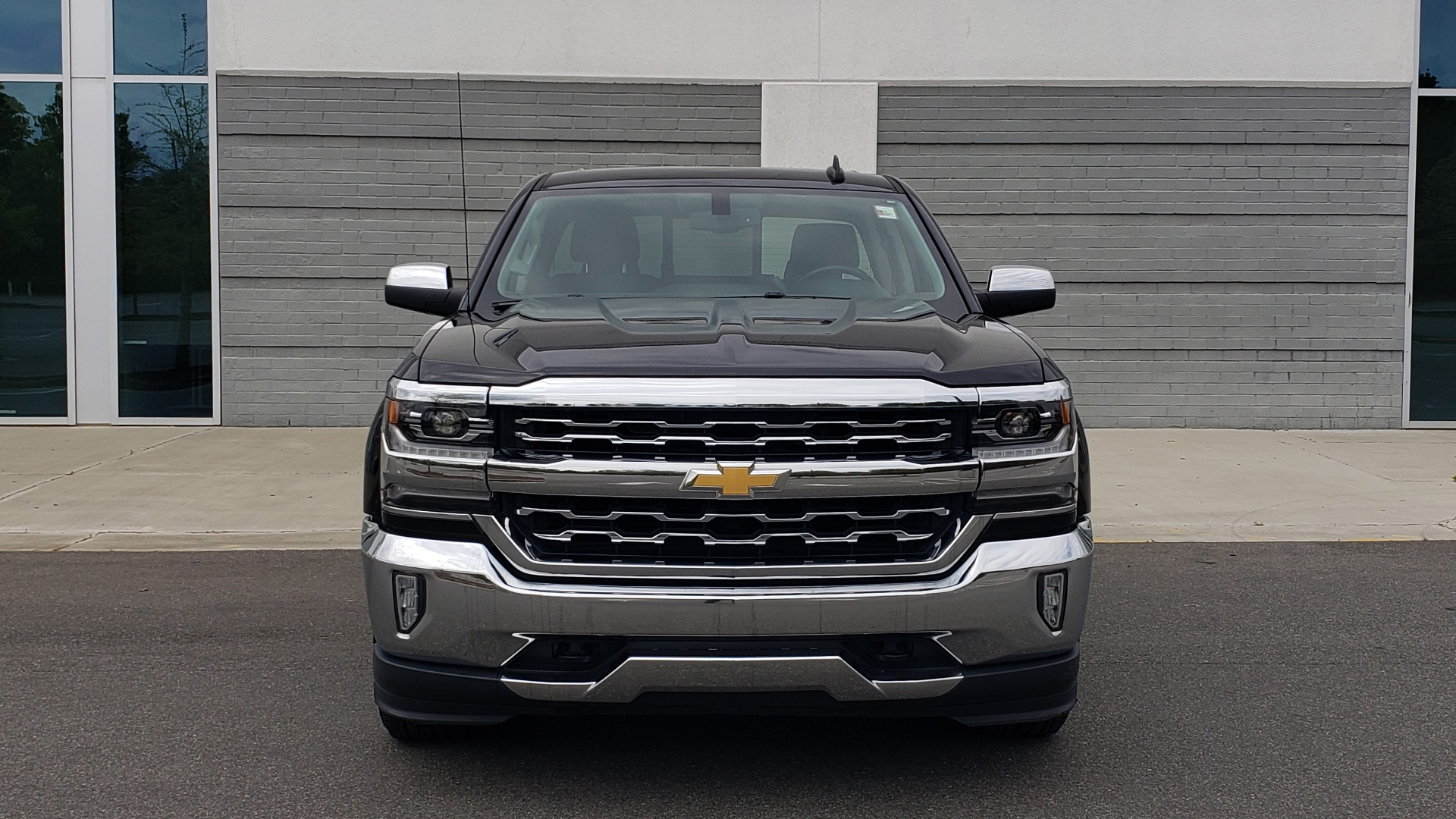 Used 2018 Chevrolet SILVERADO 1500 LTZ 1LZ / 5.3L V8 / 2WD / 6-SPD AUTO / DOUBLECAB / REARVIEW for sale Sold at Formula Imports in Charlotte NC 28227 14