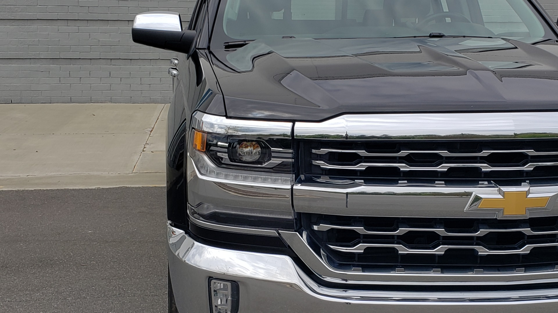 Used 2018 Chevrolet SILVERADO 1500 LTZ 1LZ / 5.3L V8 / 2WD / 6-SPD AUTO / DOUBLECAB / REARVIEW for sale Sold at Formula Imports in Charlotte NC 28227 15