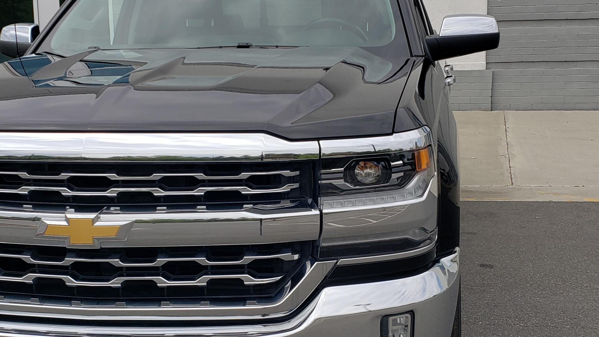 Used 2018 Chevrolet SILVERADO 1500 LTZ 1LZ / 5.3L V8 / 2WD / 6-SPD AUTO / DOUBLECAB / REARVIEW for sale Sold at Formula Imports in Charlotte NC 28227 16