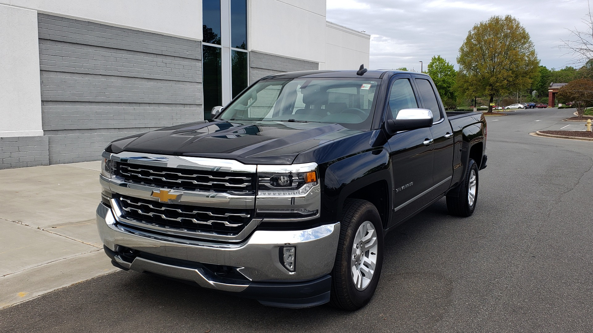 Used 2018 Chevrolet SILVERADO 1500 LTZ 1LZ / 5.3L V8 / 2WD / 6-SPD AUTO / DOUBLECAB / REARVIEW for sale Sold at Formula Imports in Charlotte NC 28227 2