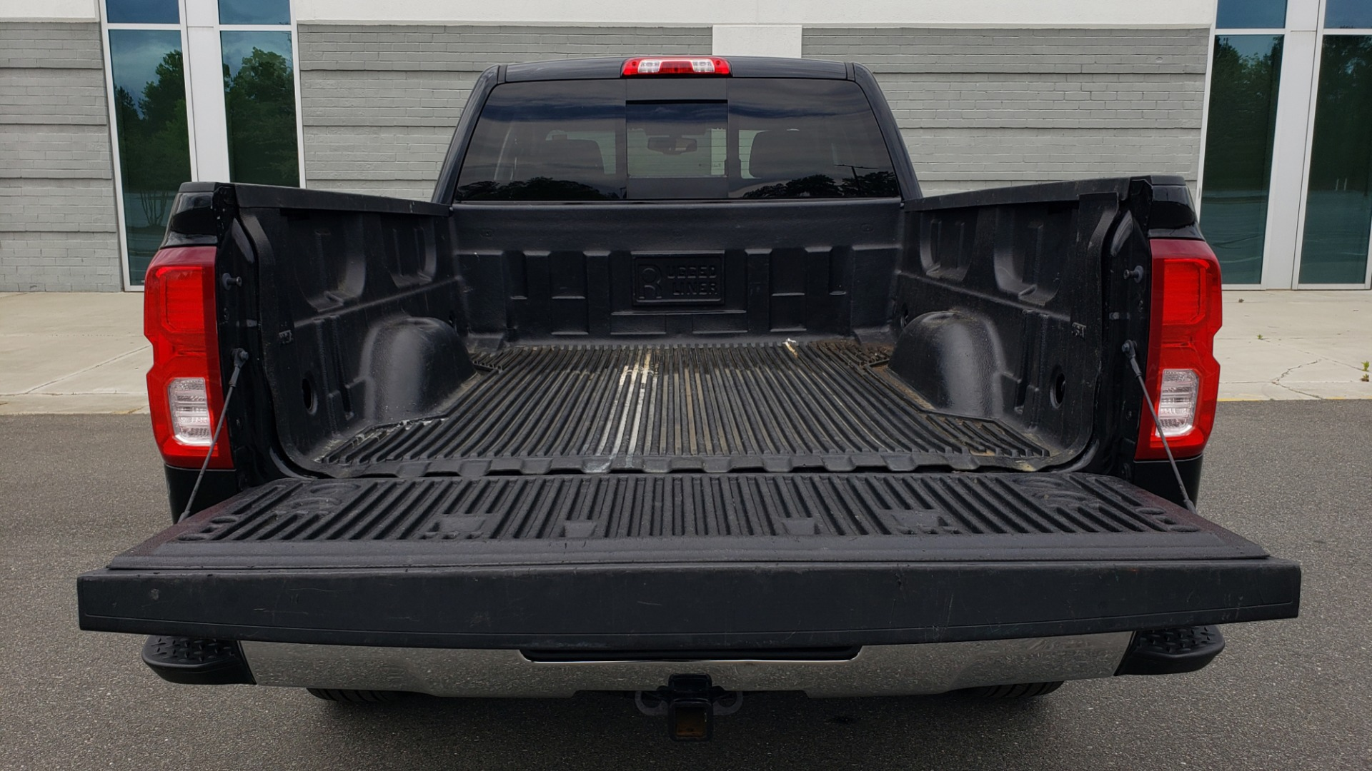 Used 2018 Chevrolet SILVERADO 1500 LTZ 1LZ / 5.3L V8 / 2WD / 6-SPD AUTO / DOUBLECAB / REARVIEW for sale Sold at Formula Imports in Charlotte NC 28227 26