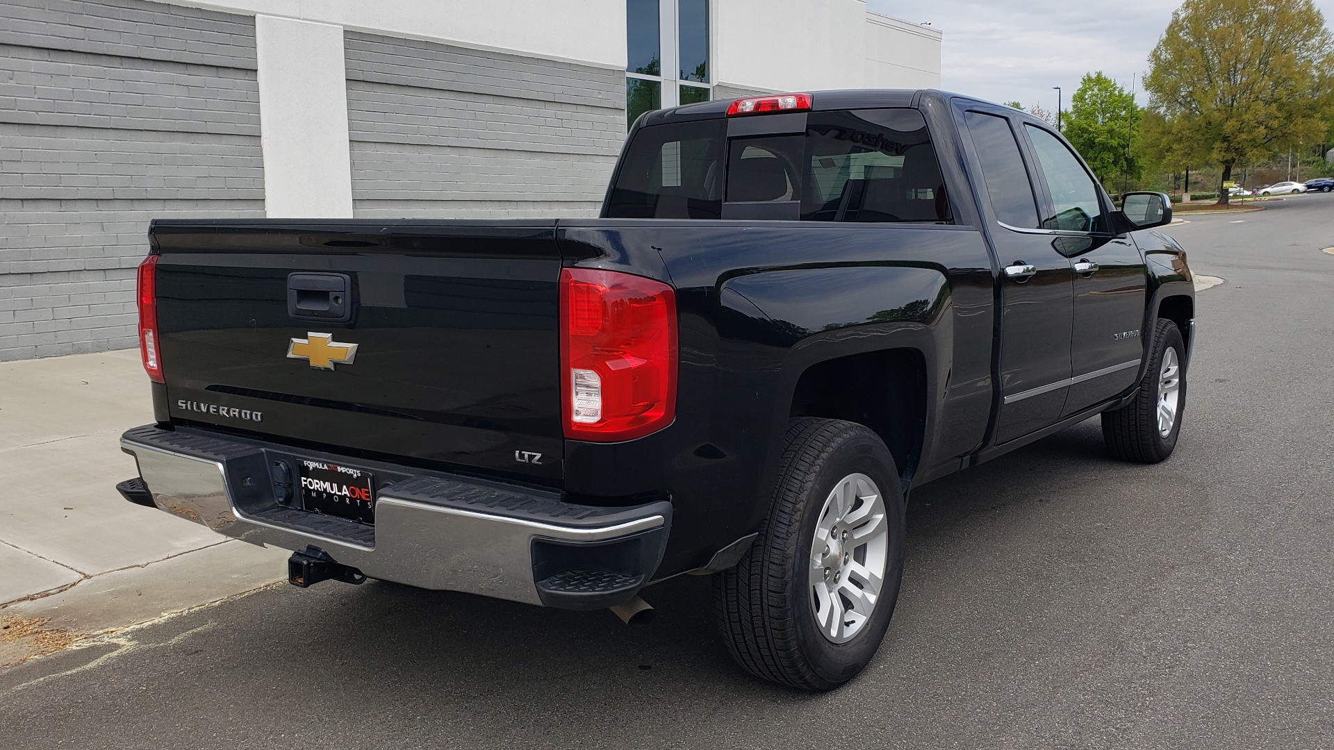 Used 2018 Chevrolet SILVERADO 1500 LTZ 1LZ / 5.3L V8 / 2WD / 6-SPD AUTO / DOUBLECAB / REARVIEW for sale Sold at Formula Imports in Charlotte NC 28227 8