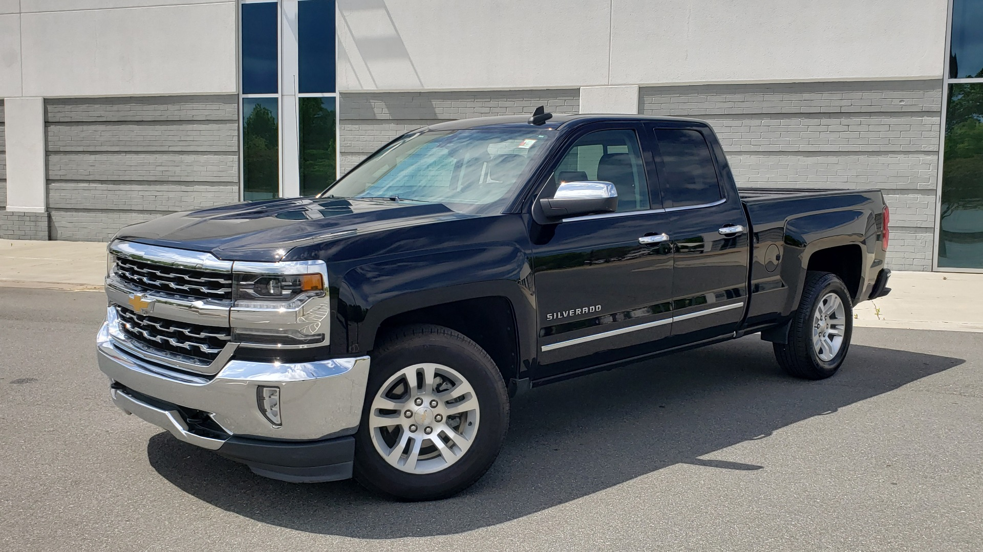 Used 2018 Chevrolet SILVERADO 1500 LTZ 1LZ / 5.3L V8 / 2WD / 6-SPD AUTO / DOUBLECAB / REARVIEW for sale $28,995 at Formula Imports in Charlotte NC 28227 1
