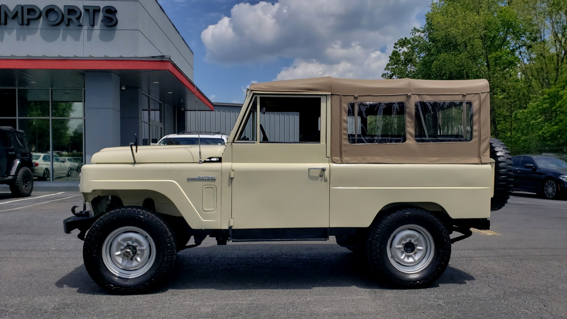 Used 1978 Nissan PATROL 4x4 / SOFT-TOP / 6-CYL / MANUAL / SEATS-9 / FULLY RESTORED for sale $32,400 at Formula Imports in Charlotte NC 28227 3